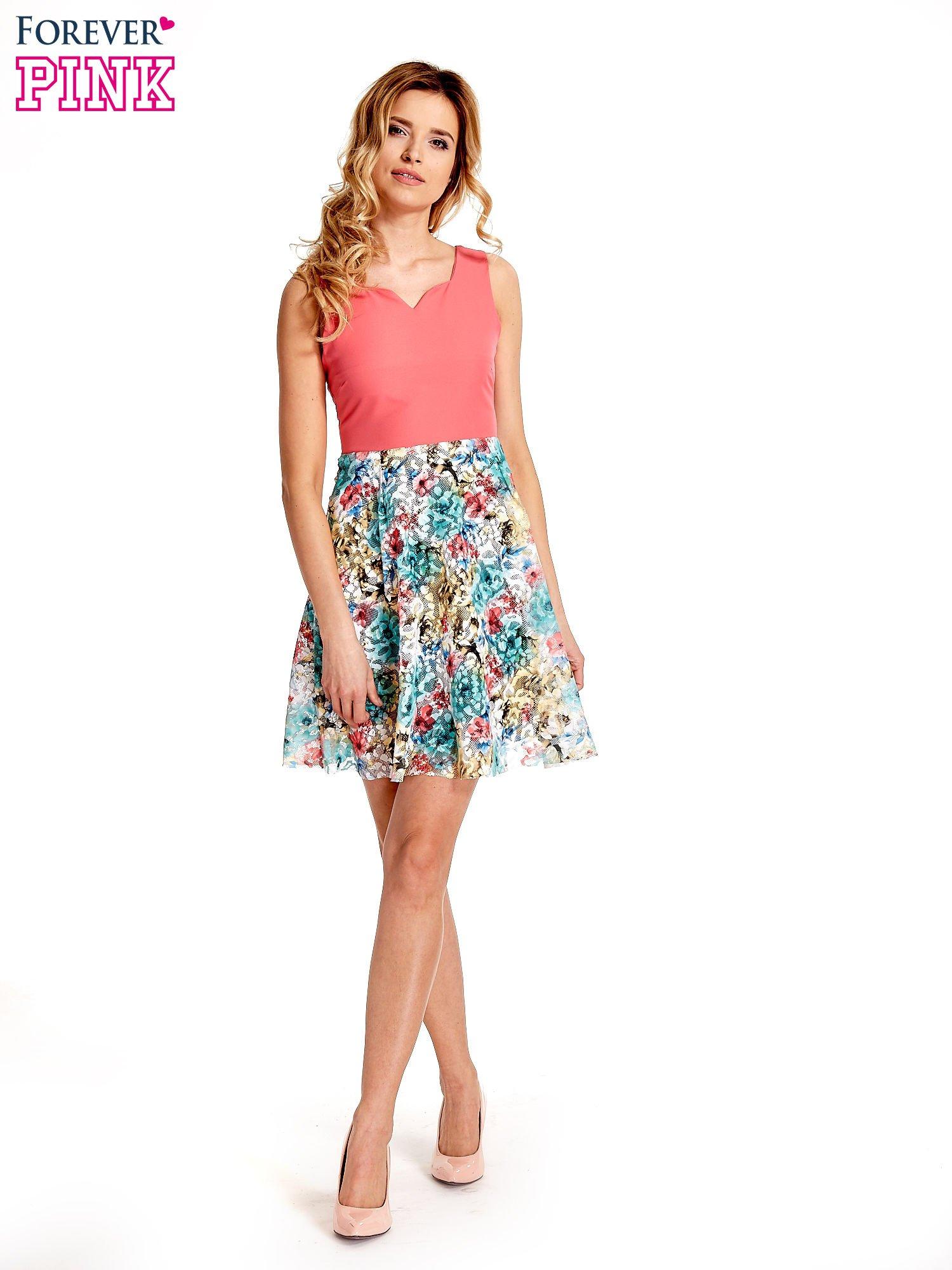 Koralowa sukienka z kwiatowym dołem                                  zdj.                                  7