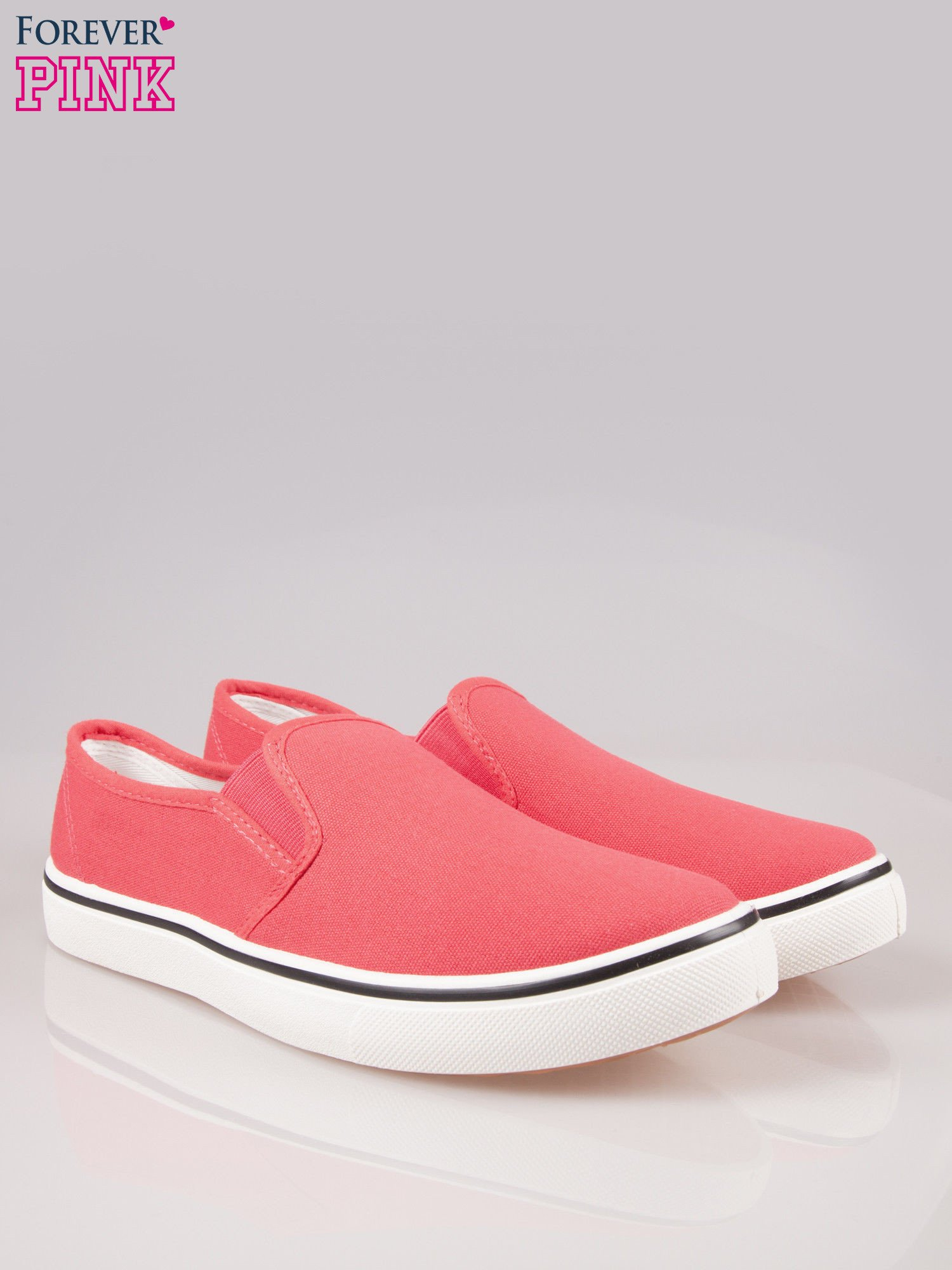 Koralowe buty slip on na białej podeszwie                                  zdj.                                  2