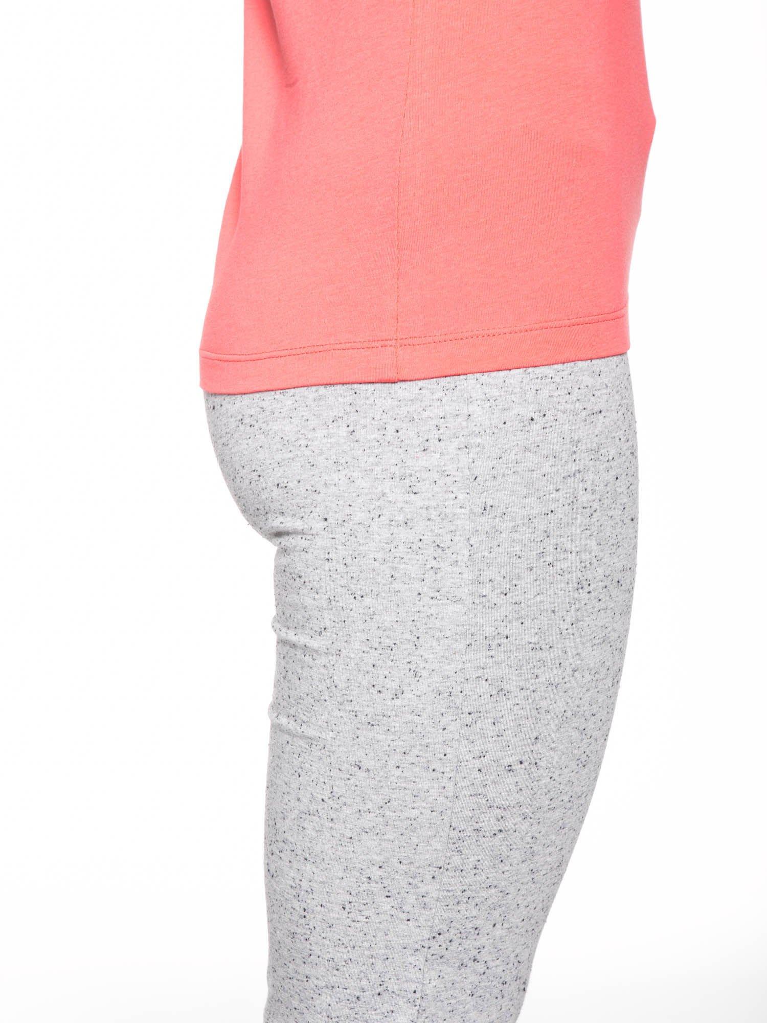 Koralowy bawełniany t-shirt damski typu basic                                  zdj.                                  7