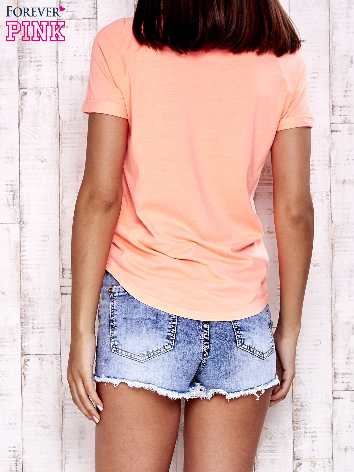 Koralowy t-shirt z kieszonką                                  zdj.                                  5