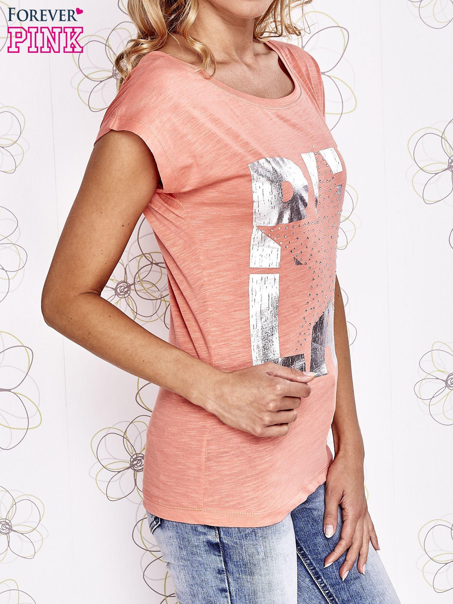 Koralowy t-shirt z motywem gwiazdy i dżetami                                  zdj.                                  3