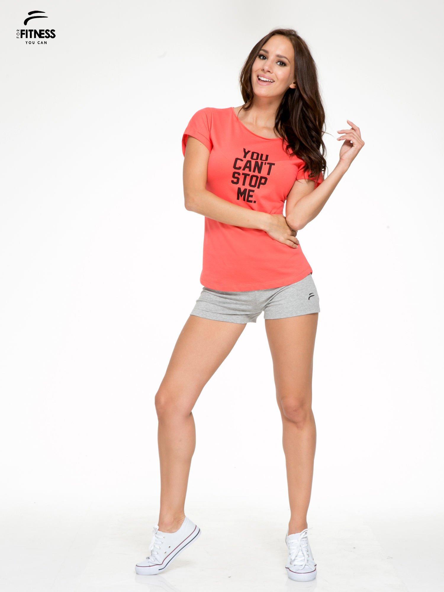 Koralowy t-shirt z nadrukiem tekstowym YOU CAN'T STOP ME                                  zdj.                                  7