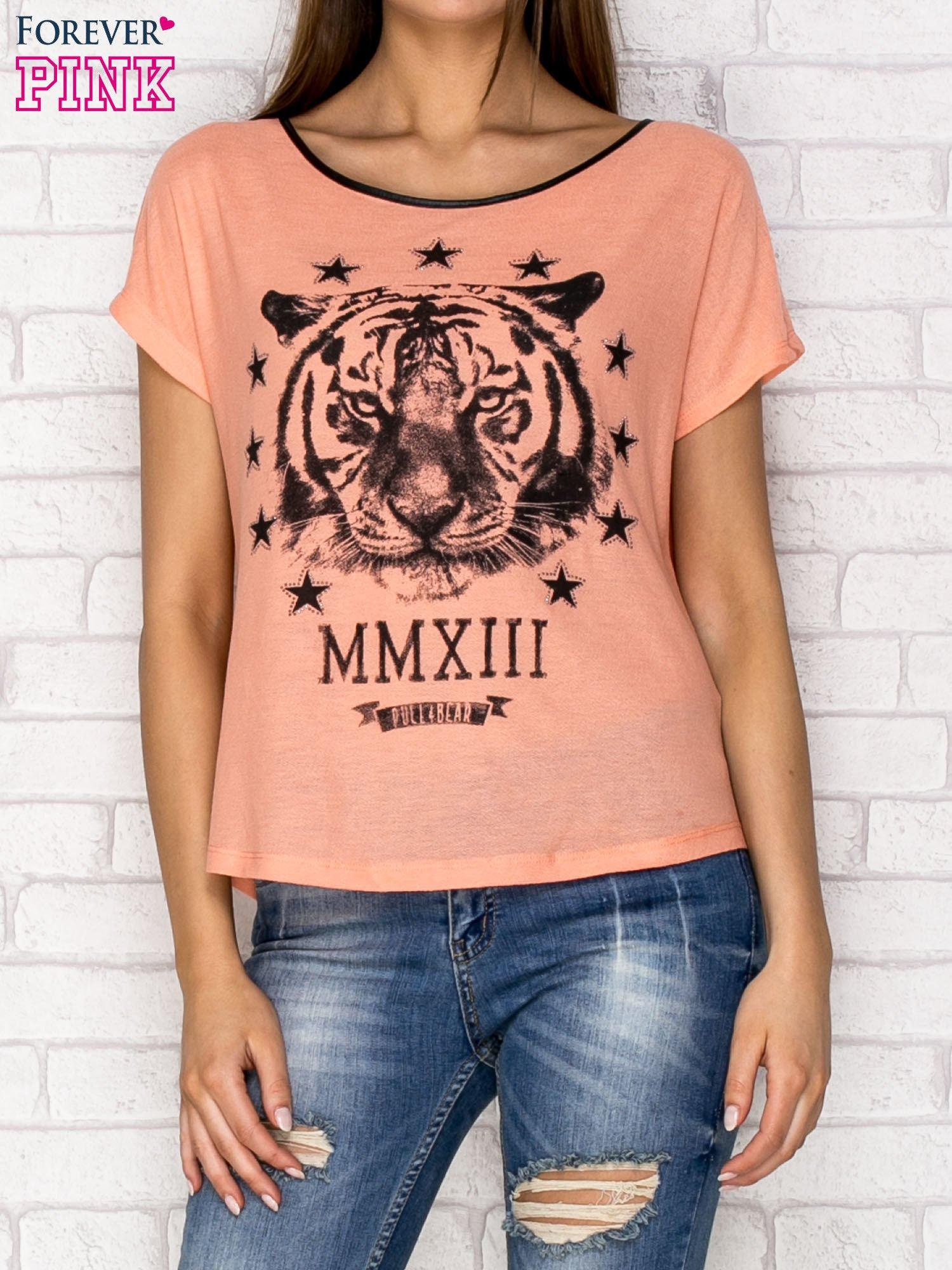 Koralowy t-shirt z nadrukiem tygrysa i zipem z tyłu                                  zdj.                                  1