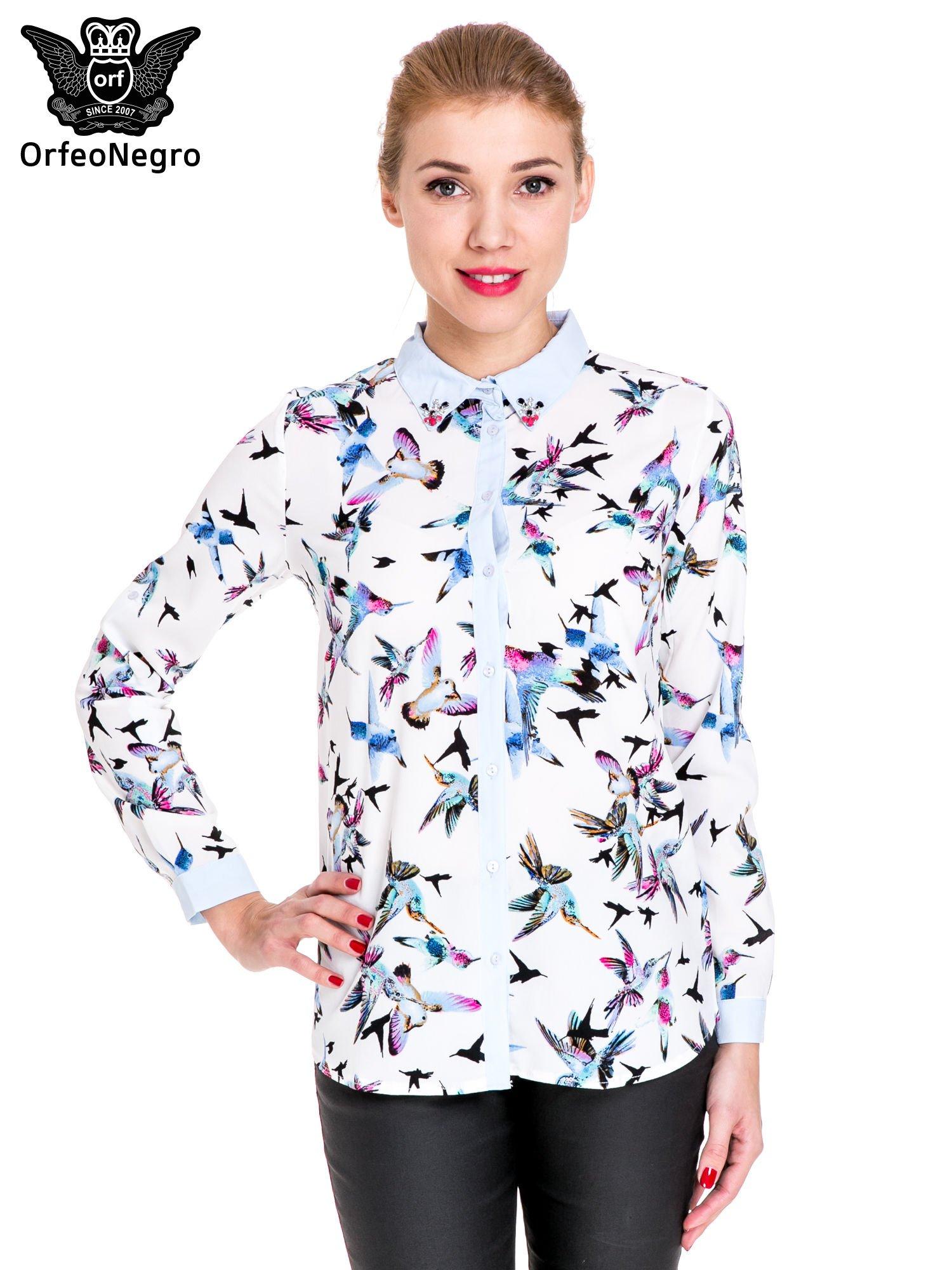 Koszula w kolibry z błękitnym kołnierzykiem, mankietami i listwą                                  zdj.                                  1