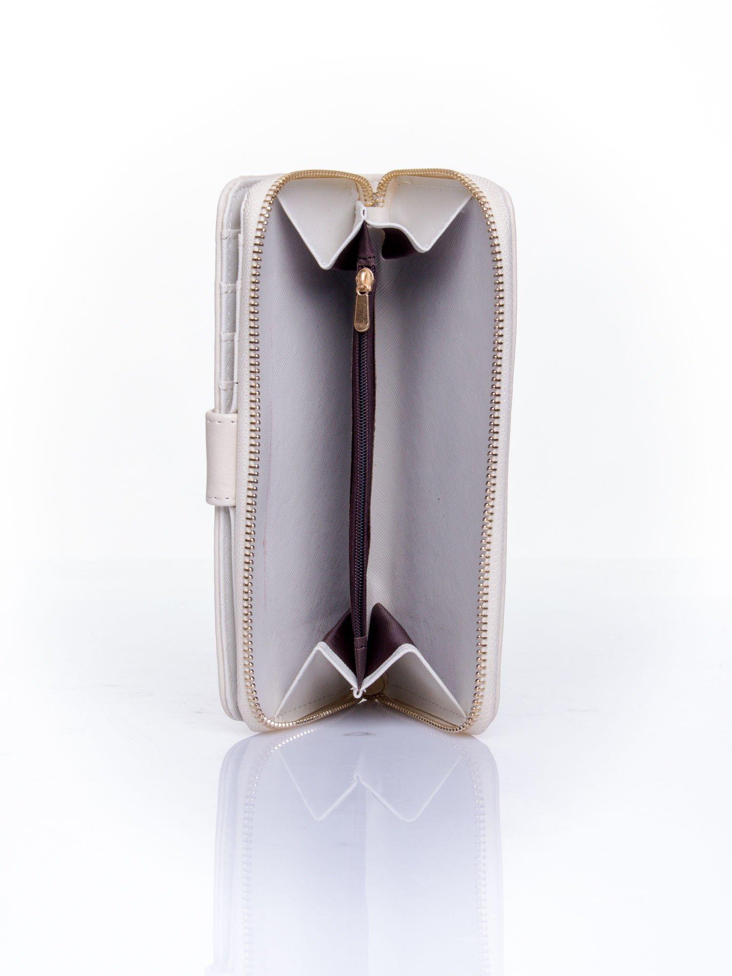 Kremowy pikowany portfel ze złotym suwakiem                                  zdj.                                  5