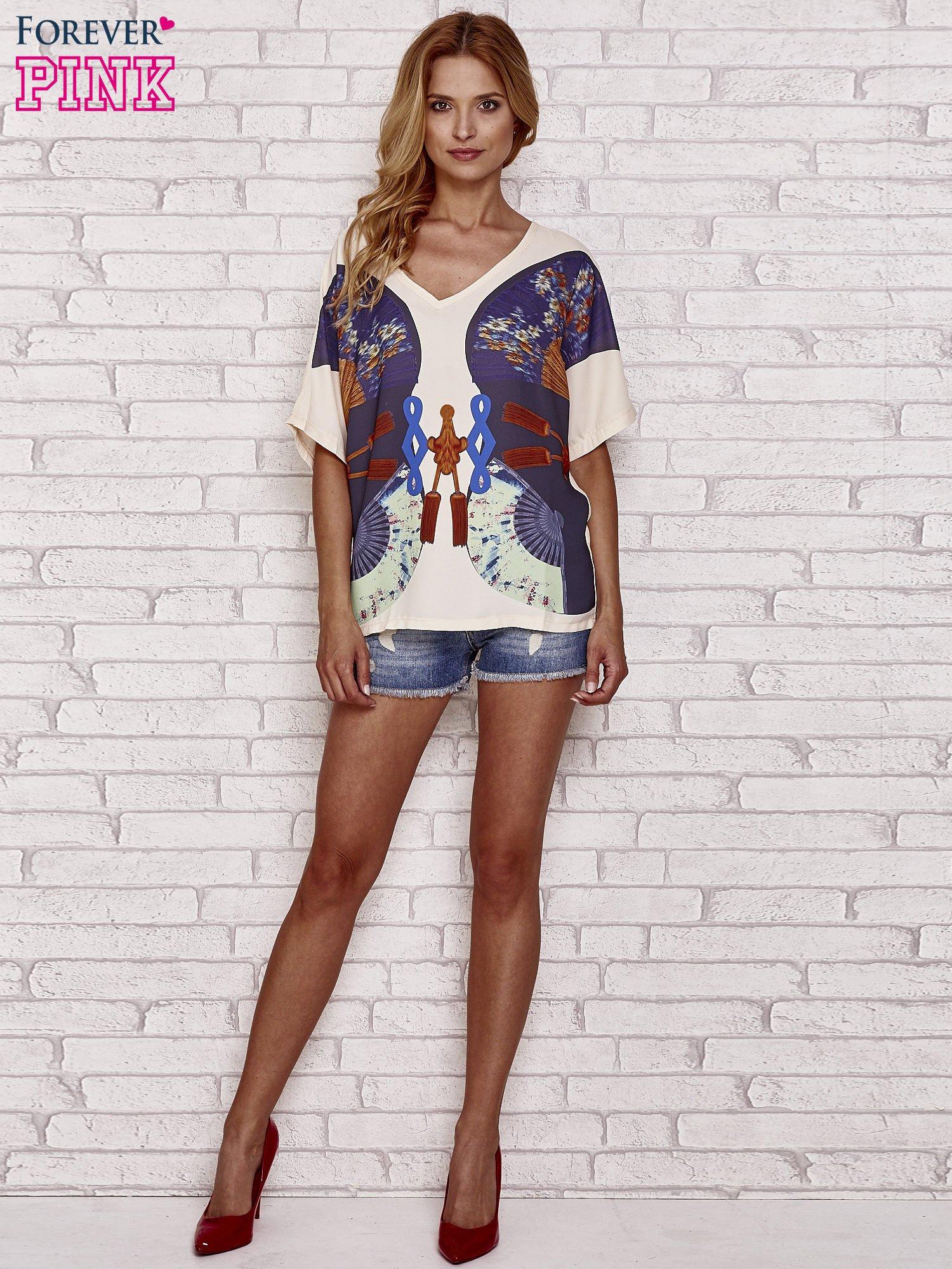 Kremowy t-shirt z nadrukiem orientalnym                                  zdj.                                  4