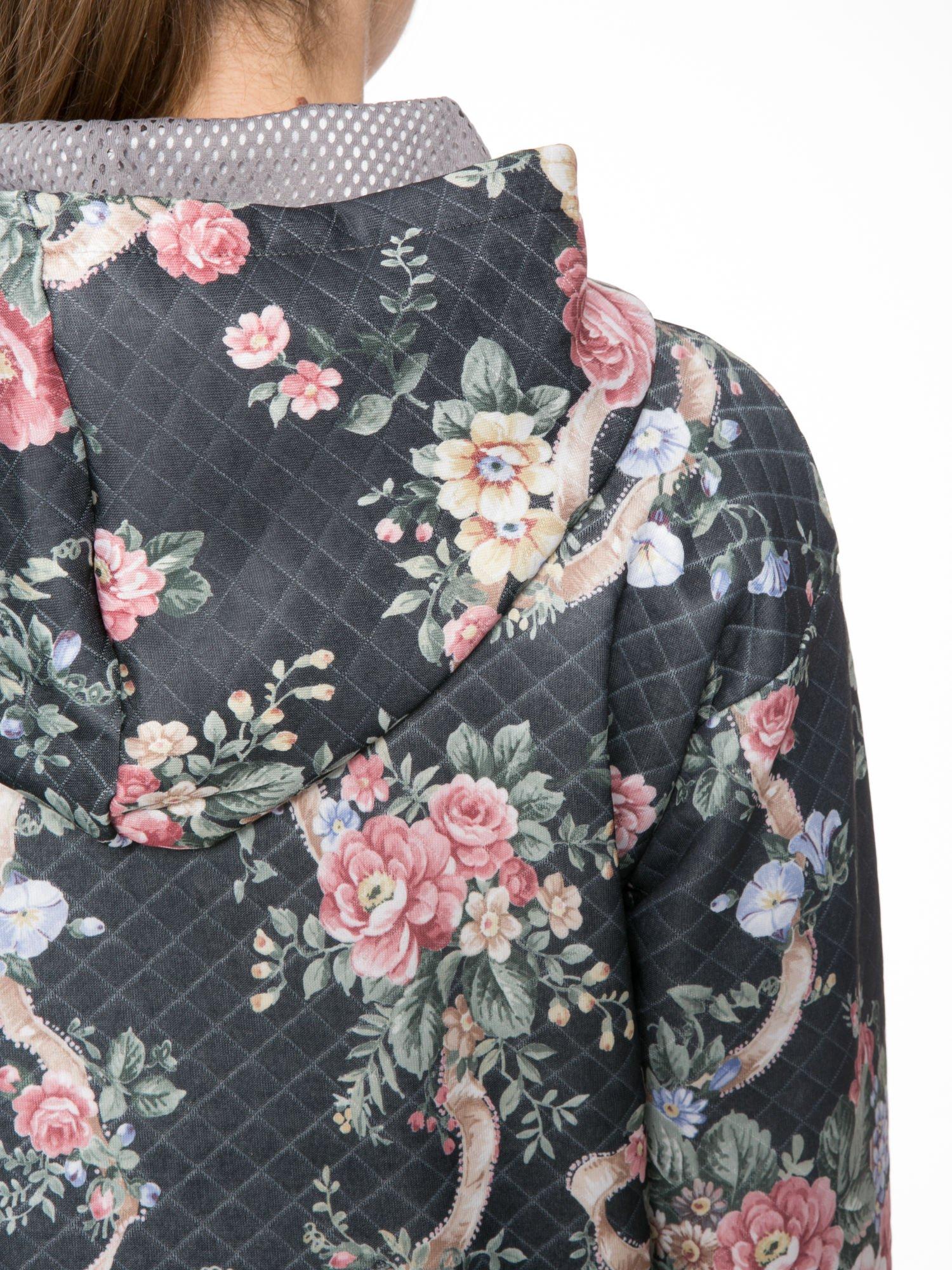 Kwiatowa kurtka z kapturem z siateczkową wstawką                                  zdj.                                  5
