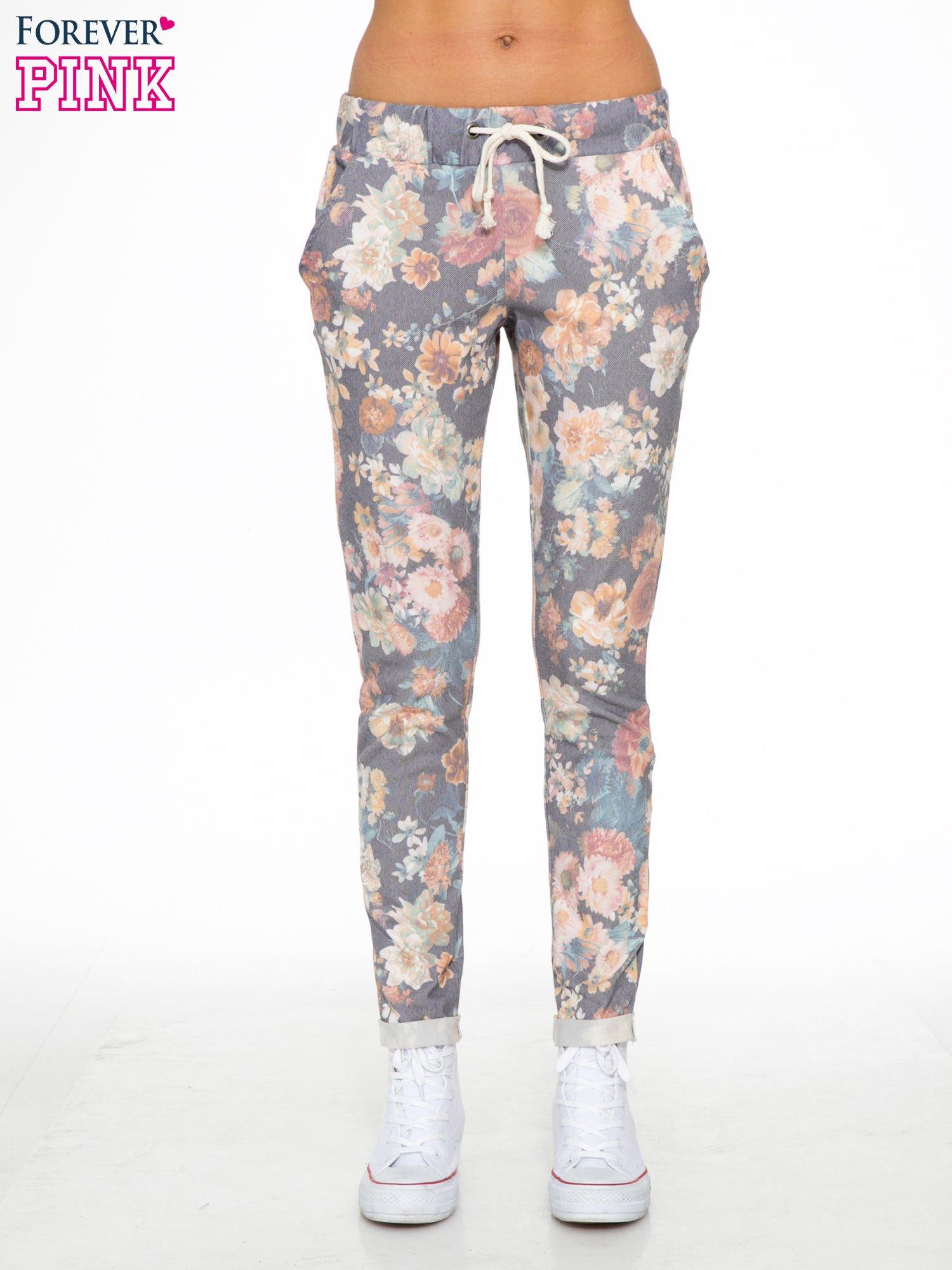 Kwiatowe spodnie dresowe ściągane w pasie                                  zdj.                                  1