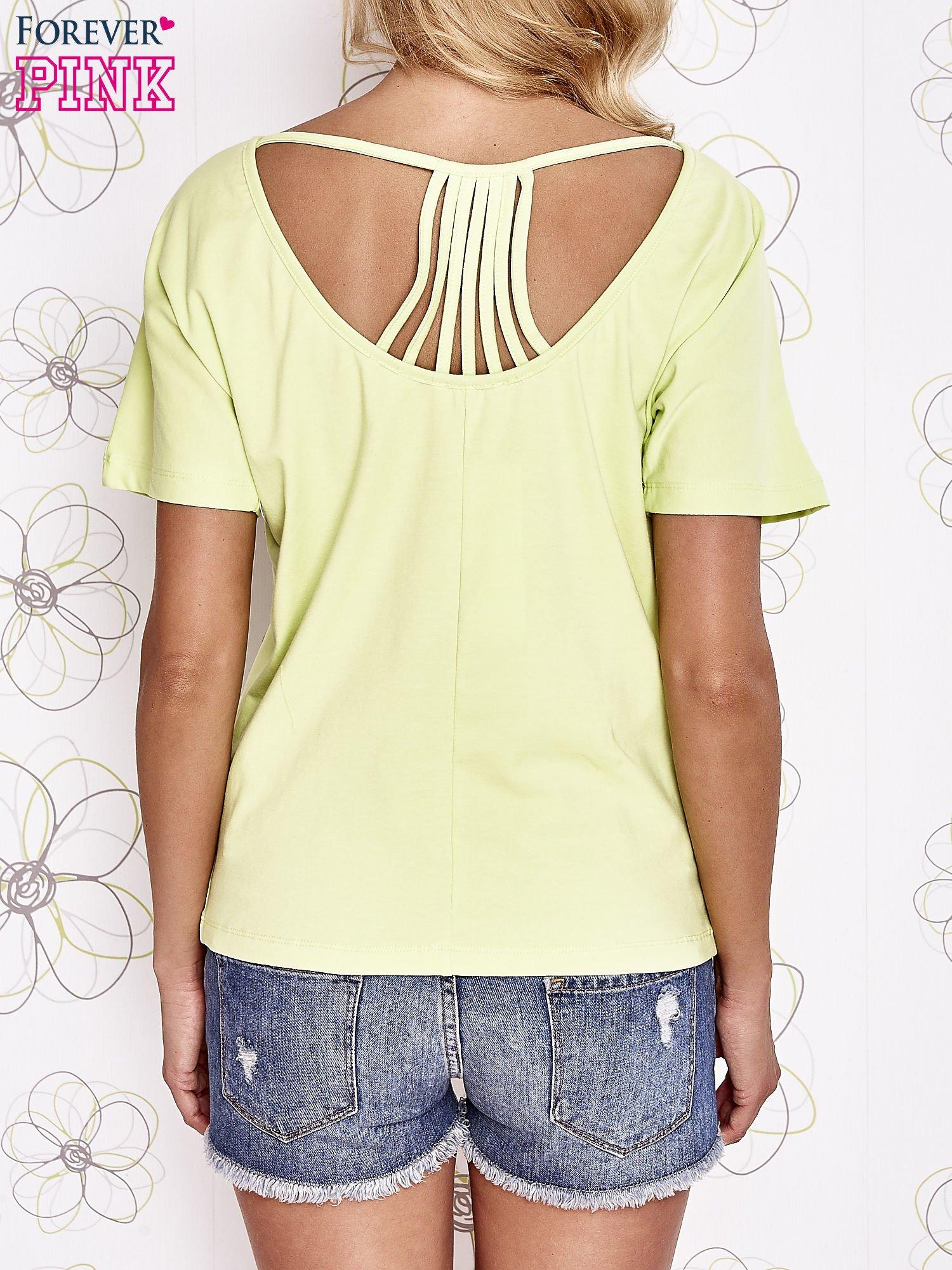 Limonkowy t-shirt z napisem JE T'AIME i dekoltem na plecach                                  zdj.                                  4