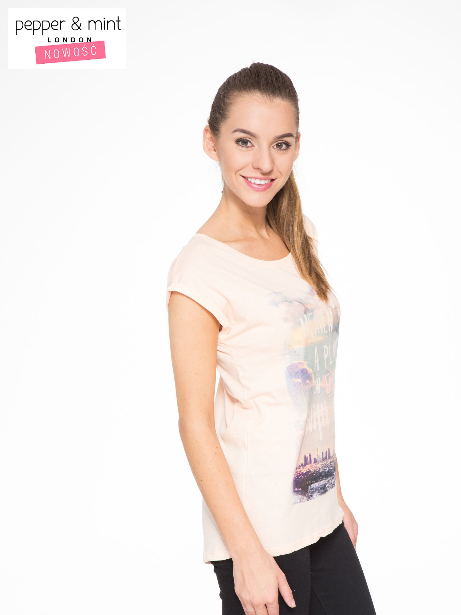 Łososiowy t-shirt z napisem HEAVEN IS A PLACE ON EARTH WITH YOU                                  zdj.                                  2