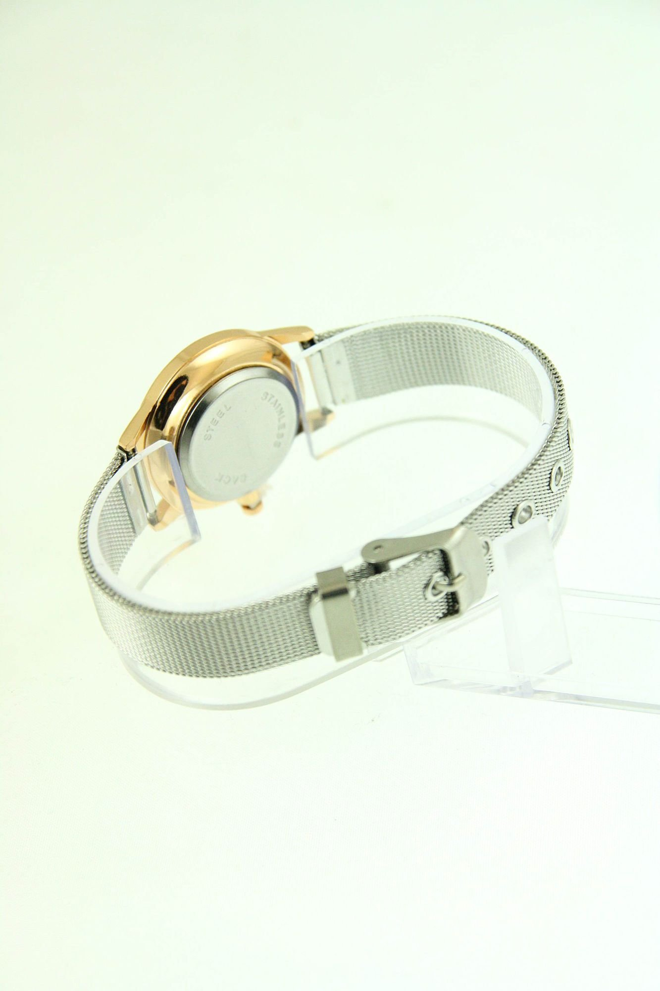 Mały biały zegarek damski na srebrnym pasku                                  zdj.                                  3