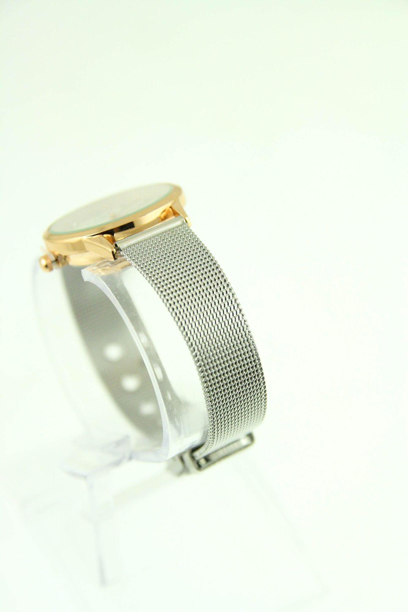 Mały biały zegarek damski na srebrnym pasku                                  zdj.                                  4