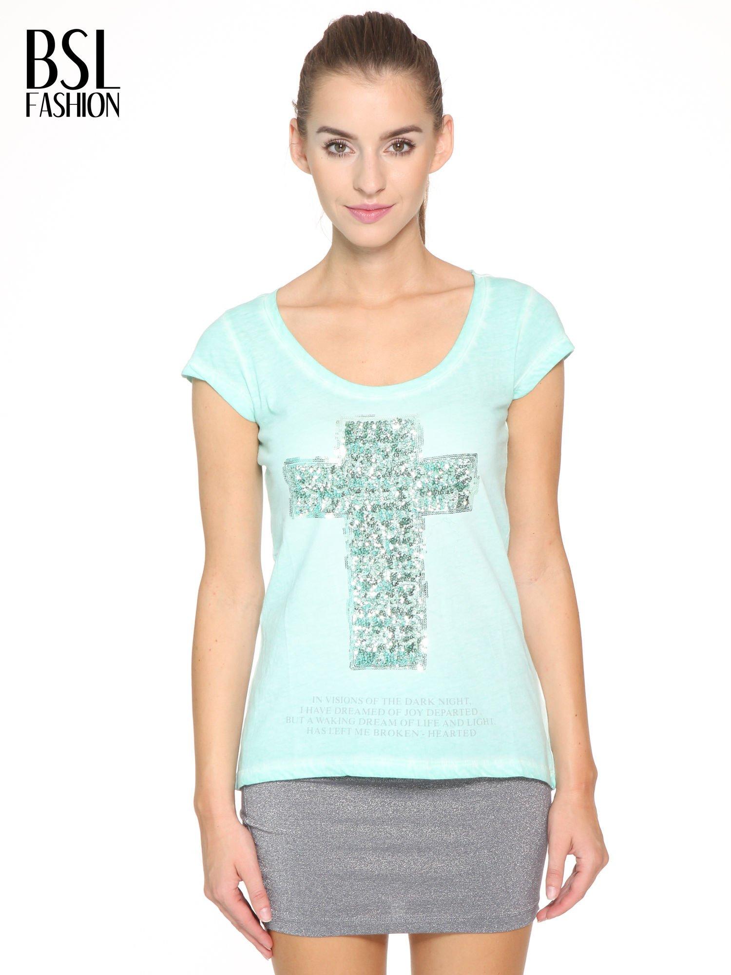 Miętowy t-shirt z cekinowym krzyżem                                  zdj.                                  1