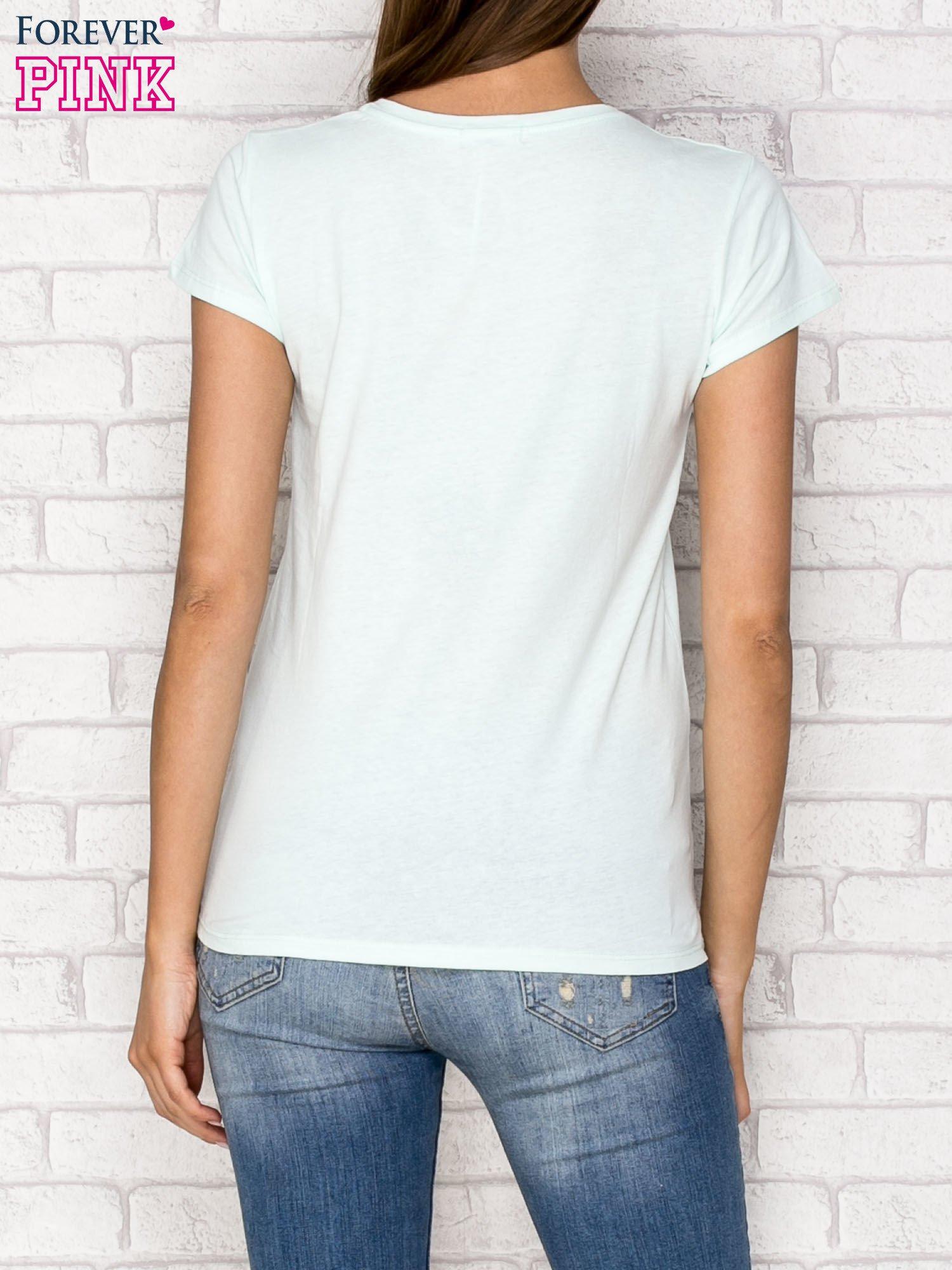 Miętowy t-shirt z napisem GANG                                  zdj.                                  2