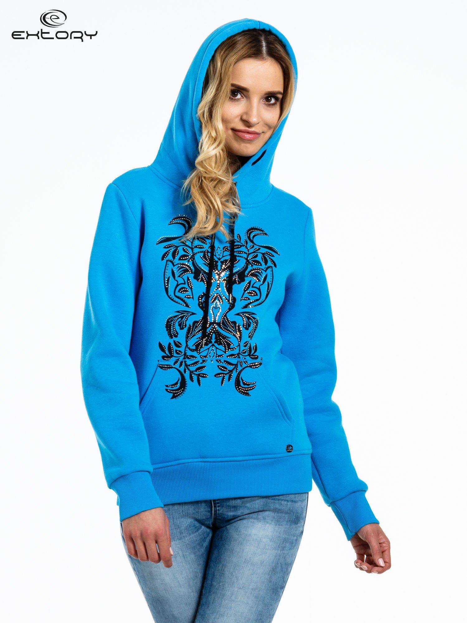 Niebieska bluza sportowa z kapturem i dżetami                                  zdj.                                  5