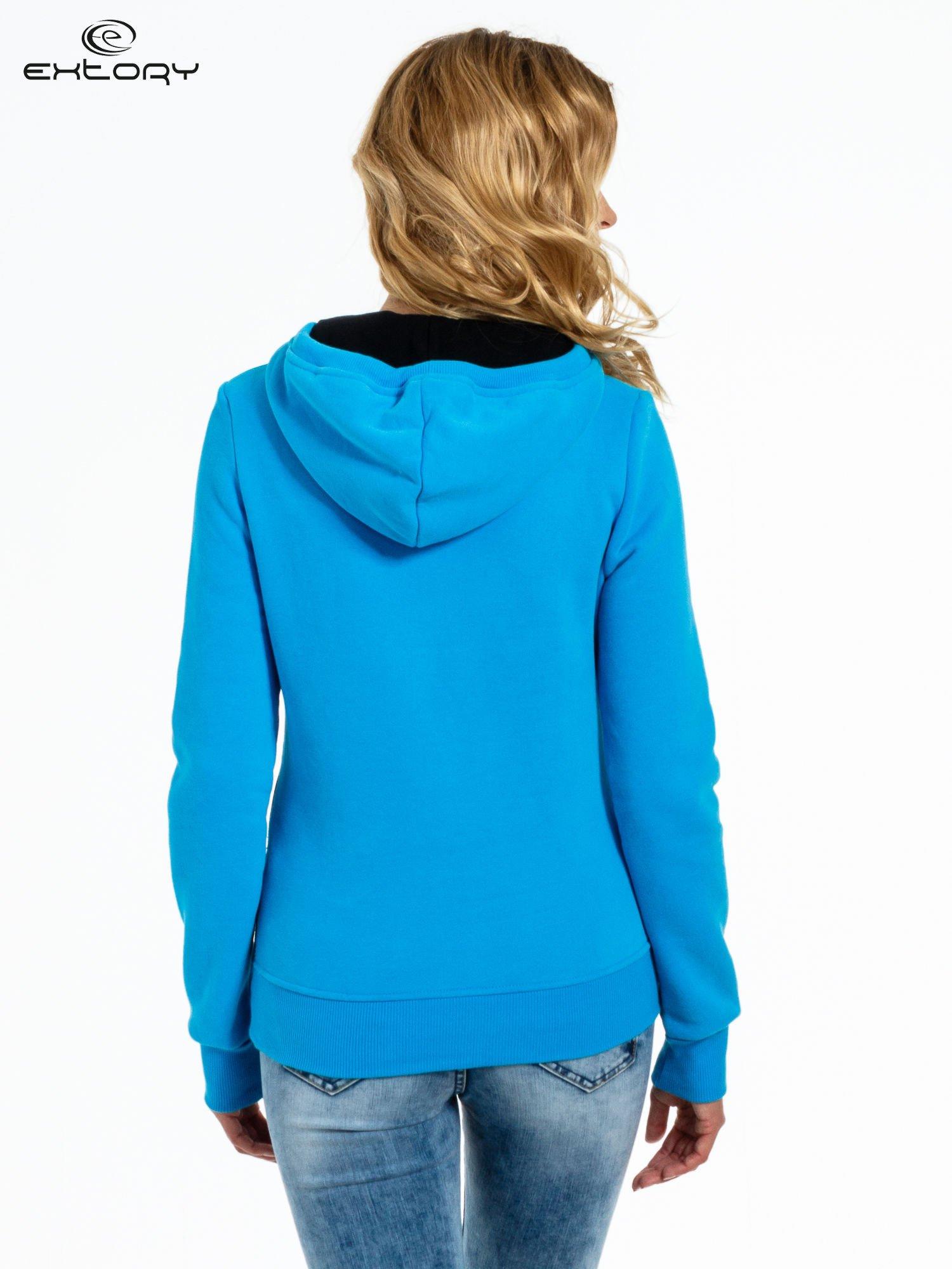 Niebieska bluza sportowa z kapturem i koronką                                  zdj.                                  4