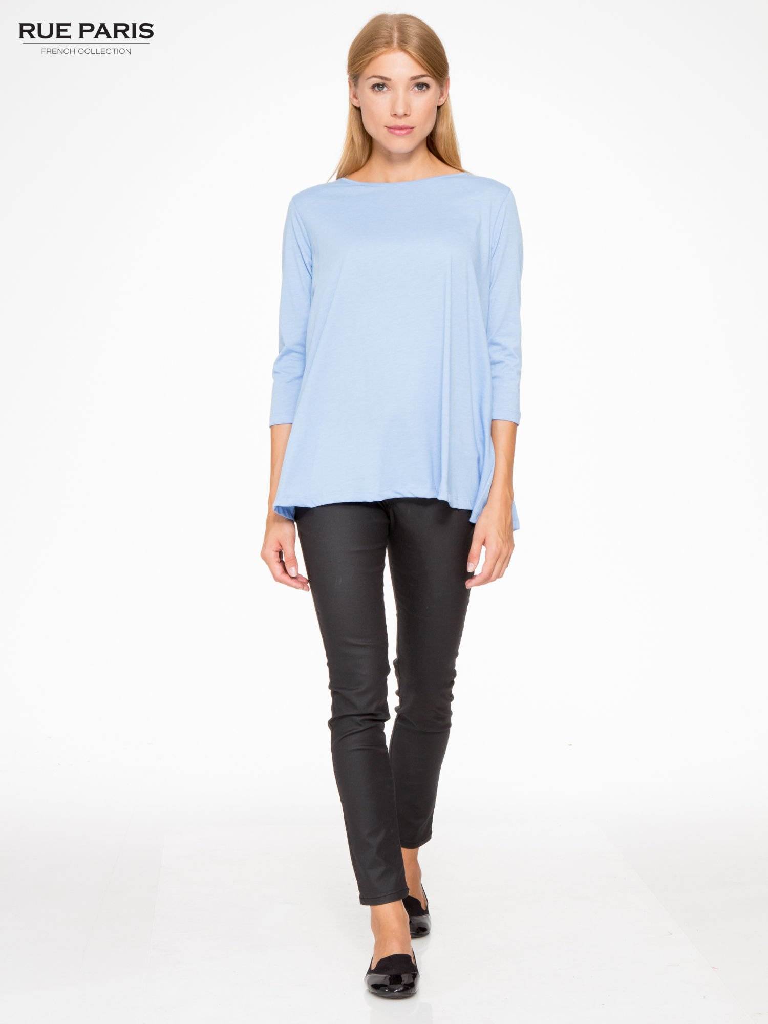 Niebieska bluzka o rozkloszowanym kroju z rękawem 3/4                                  zdj.                                  2