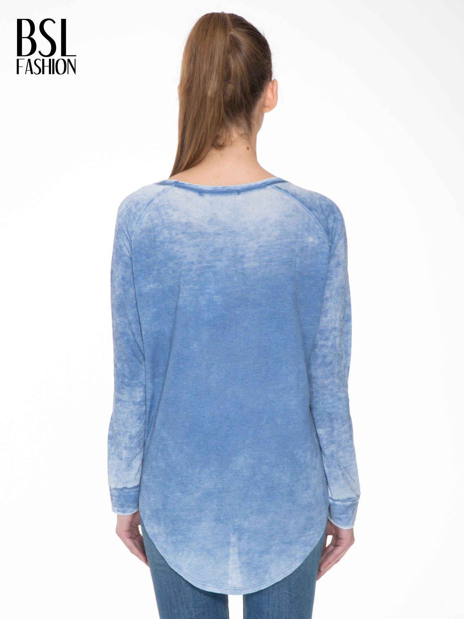 Niebieska bluzka z nadrukiem I LOVE BSL i efektem sprania                                  zdj.                                  4