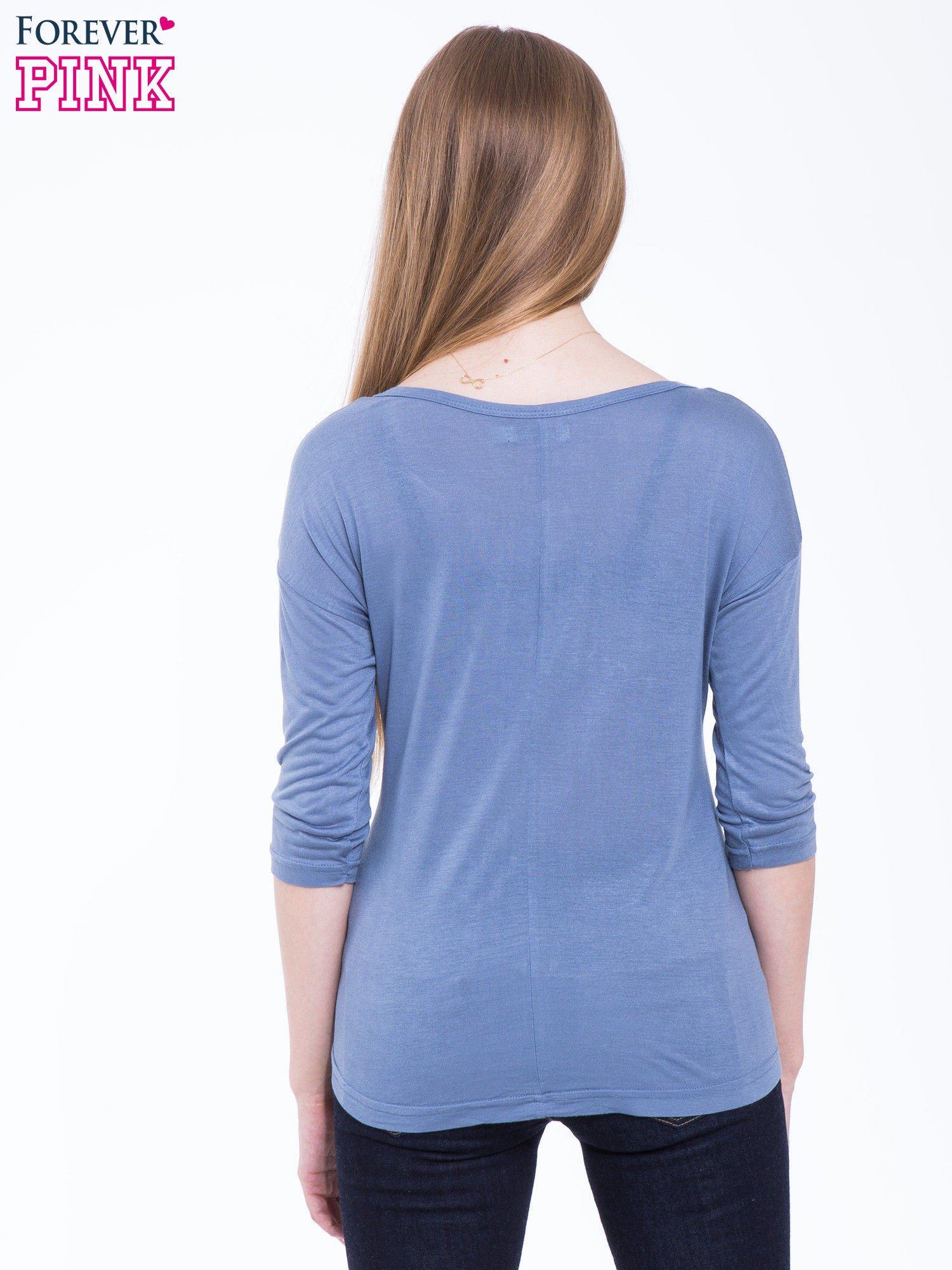 Niebieska bluzka z nadrukiem kota z efektem galaxy                                  zdj.                                  4