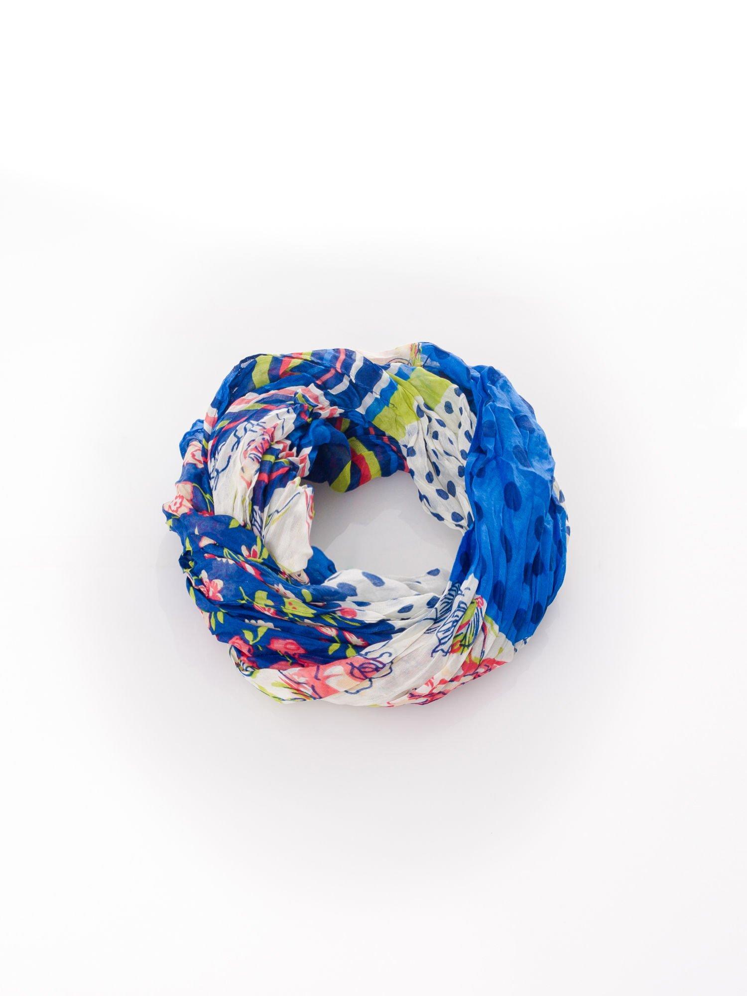 Niebieska chusta we wzór patchworkowy                                  zdj.                                  2