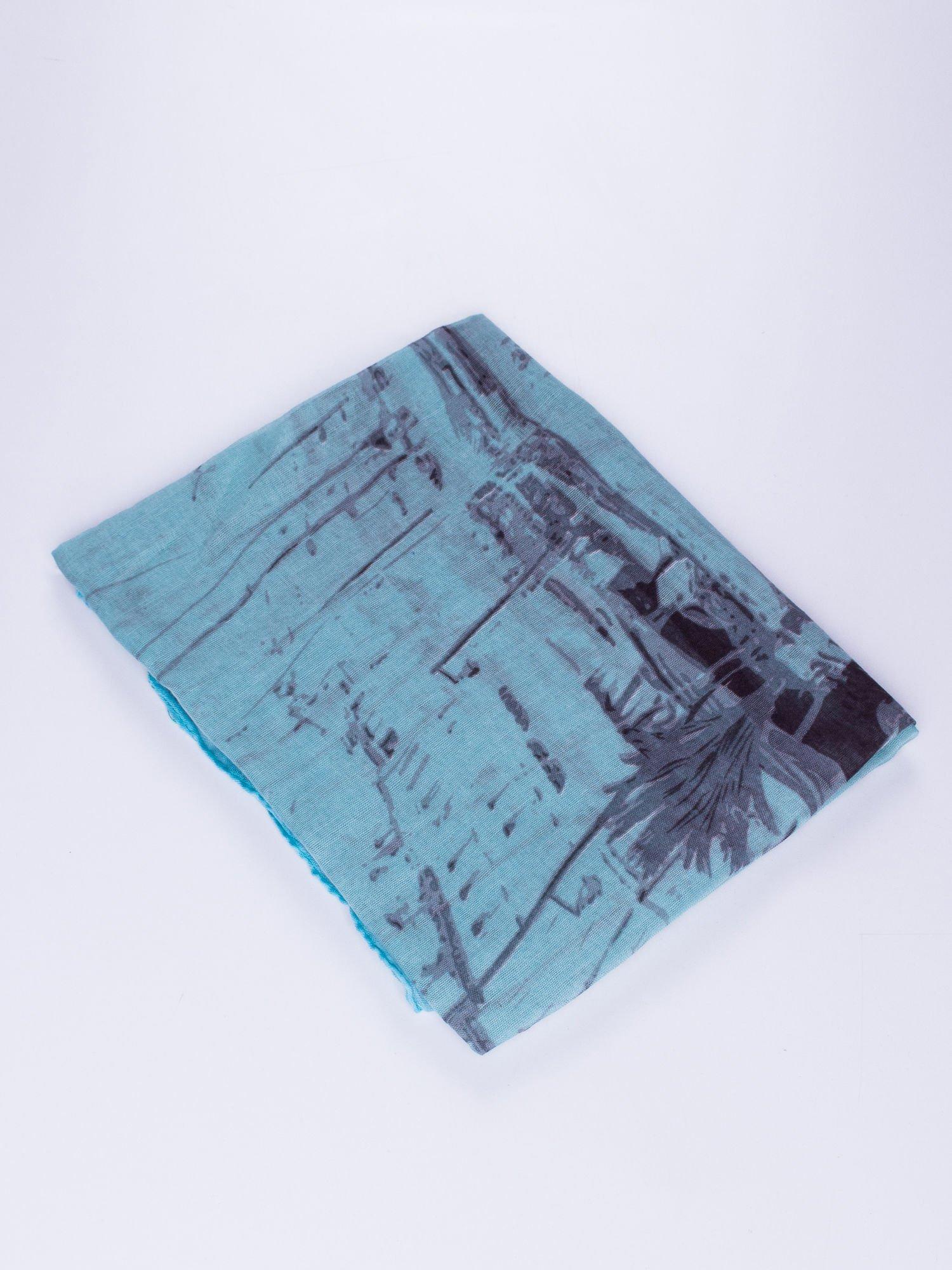 Niebieska chusta ze wzorem z palmą                                  zdj.                                  2