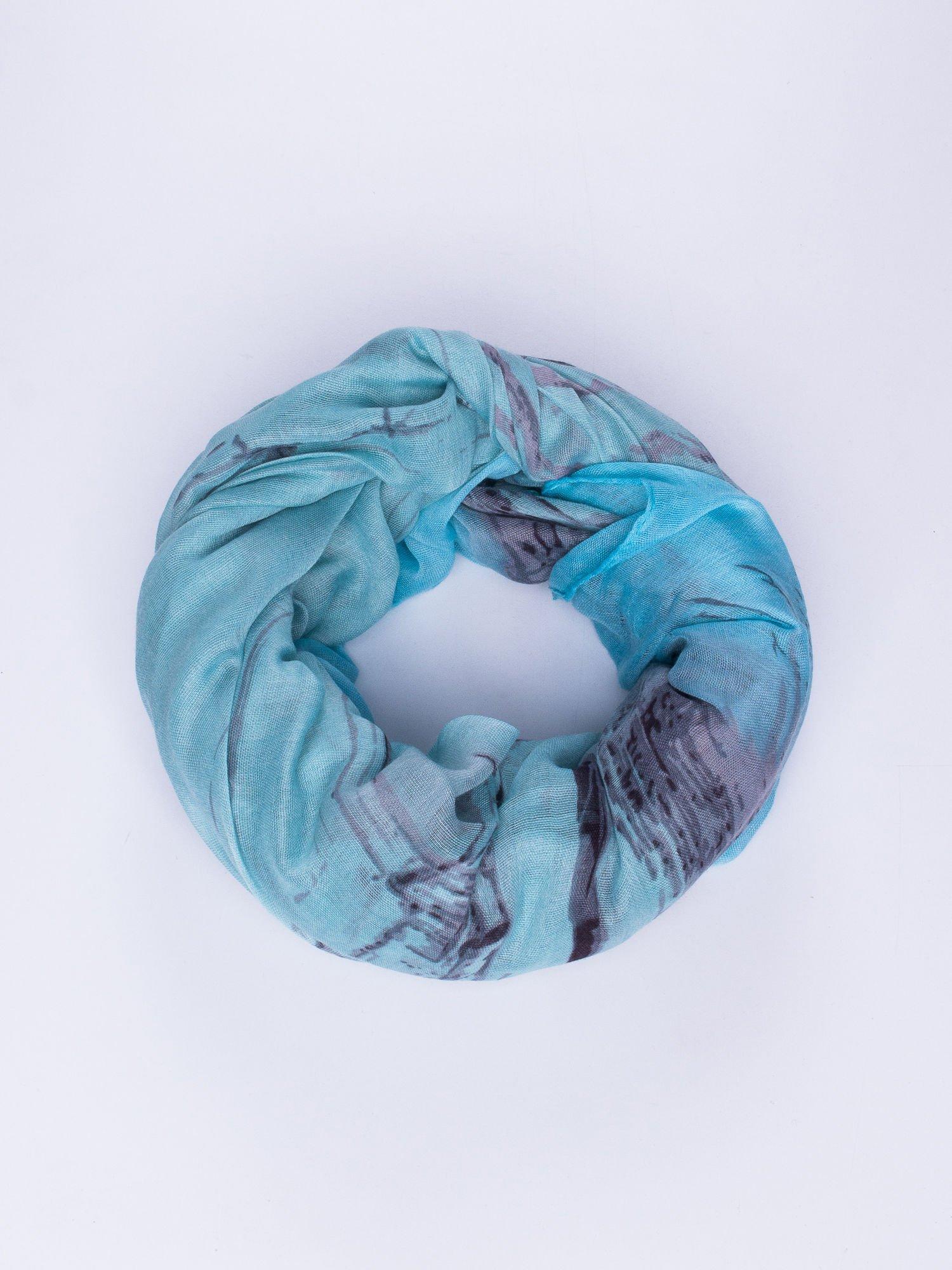 Niebieska chusta ze wzorem z palmą                                  zdj.                                  1
