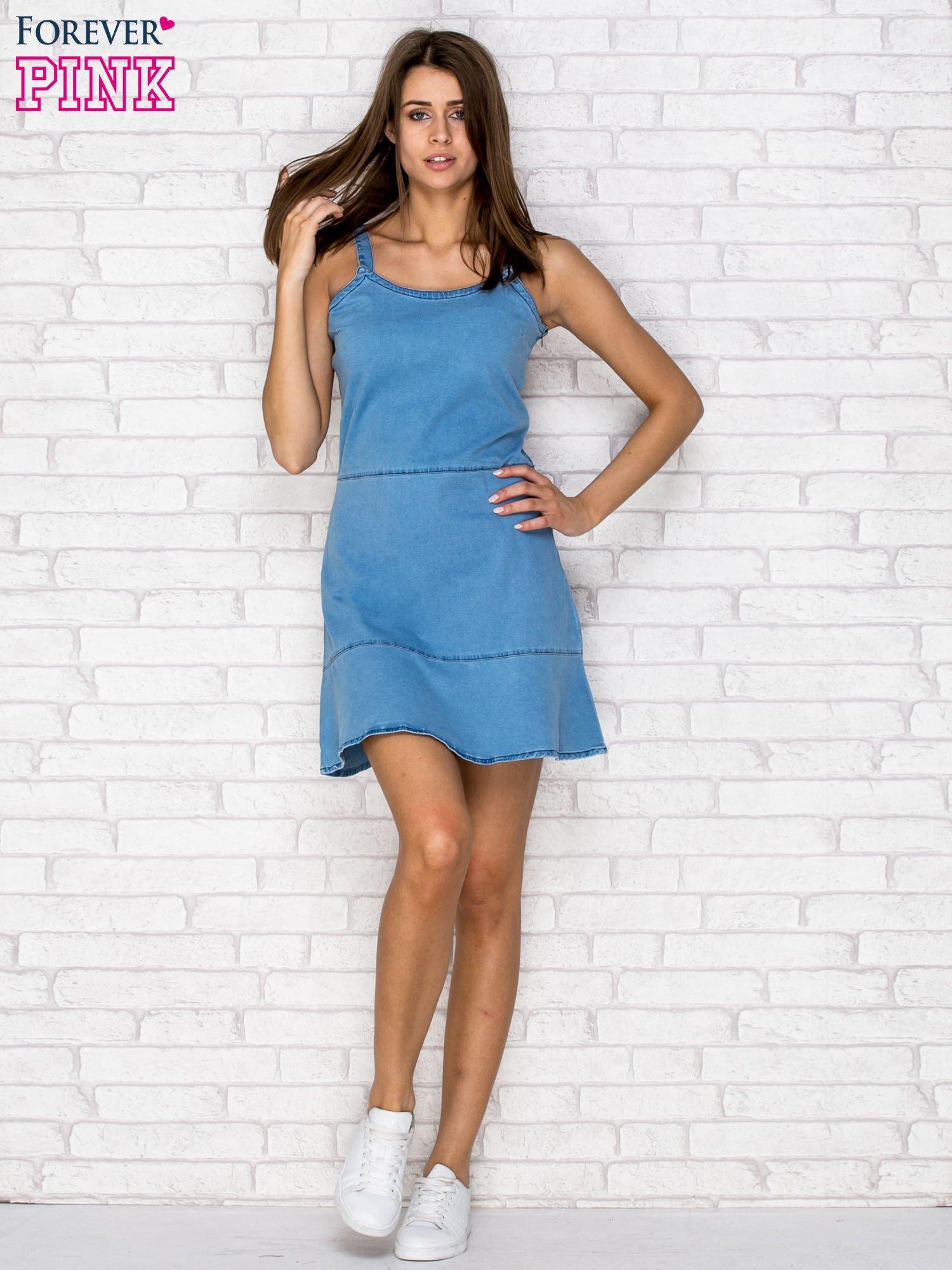 Niebieska denimowa sukienka na ramiączkach                                  zdj.                                  4