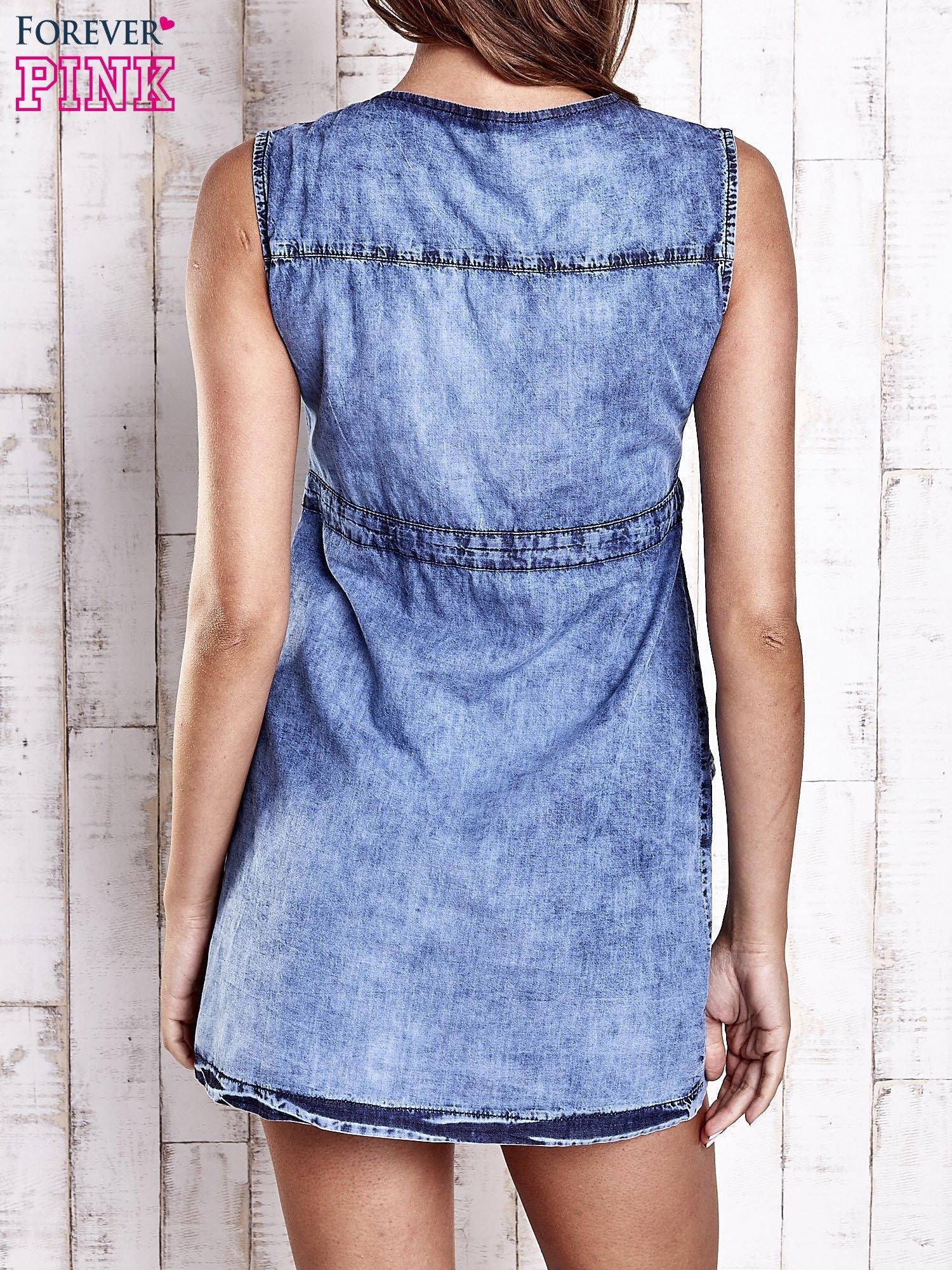 Niebieska denimowa sukienka z kieszeniami                                  zdj.                                  2
