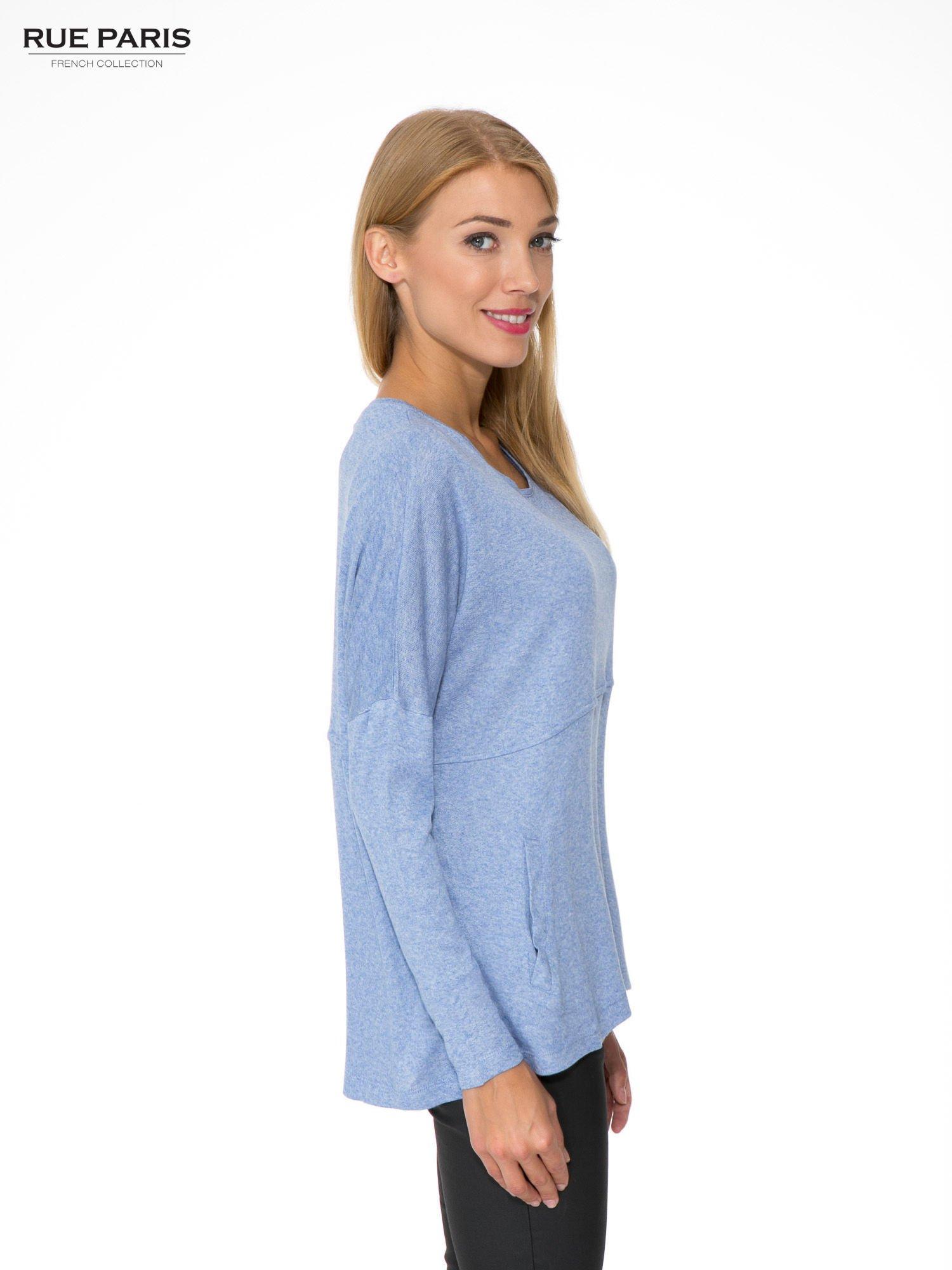 Niebieska dresowa bluza oversize z kieszeniami                                  zdj.                                  3