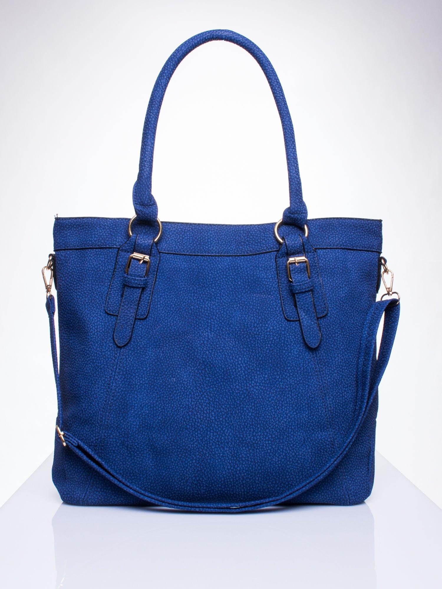 Niebieska fakturowana torebka z klamerkami                                  zdj.                                  1
