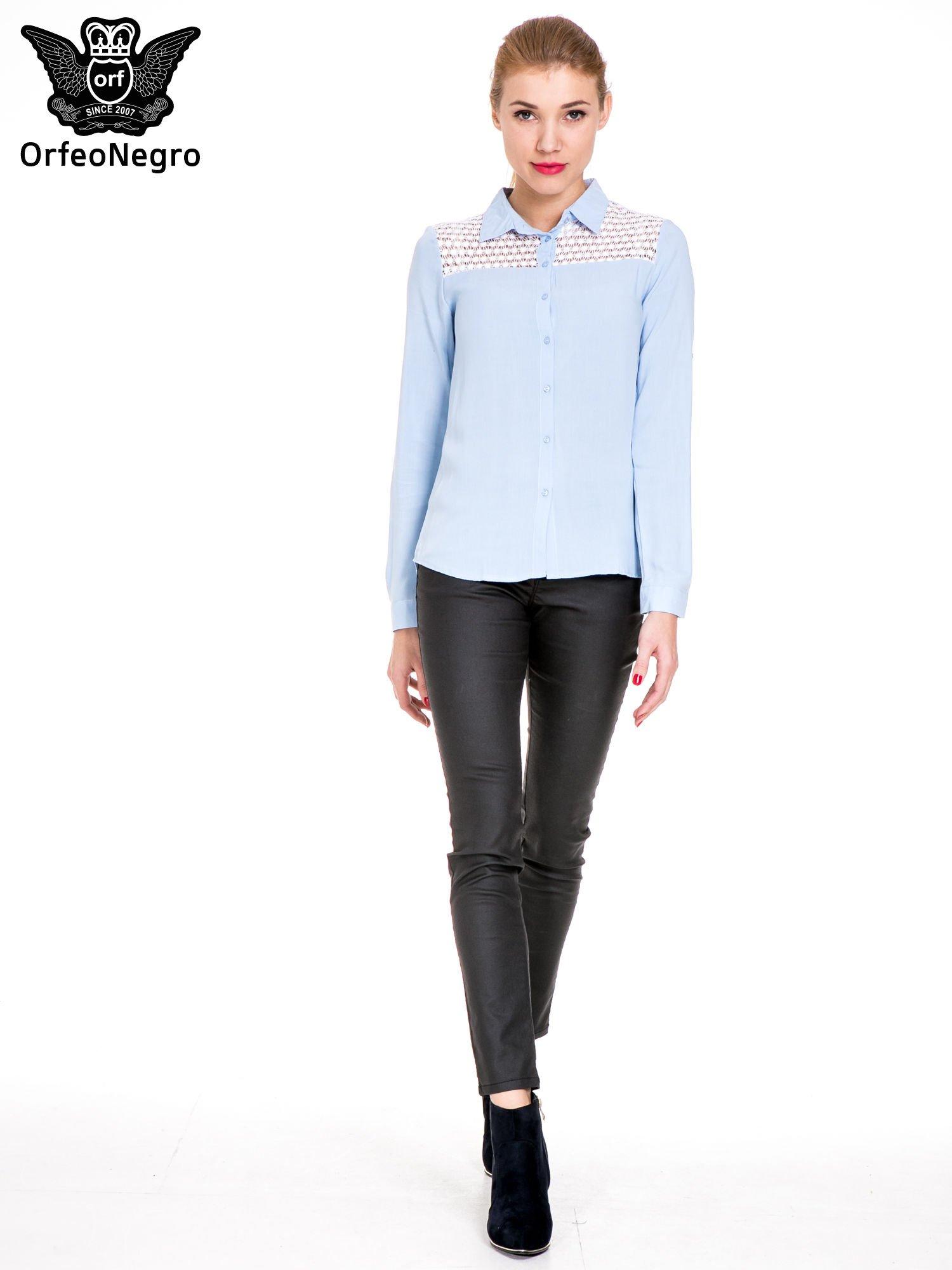 Niebieska koszula damska z koronkową górą                                  zdj.                                  2