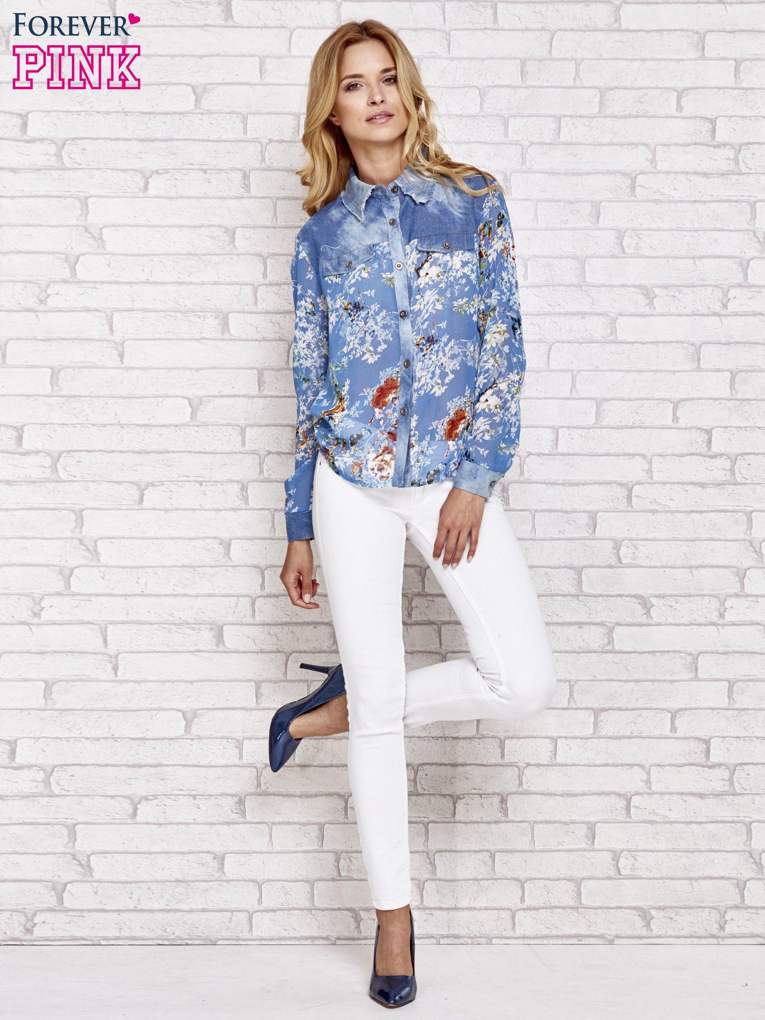 Niebieska koszula w kwiaty ze wstawkami z denimu                                  zdj.                                  2