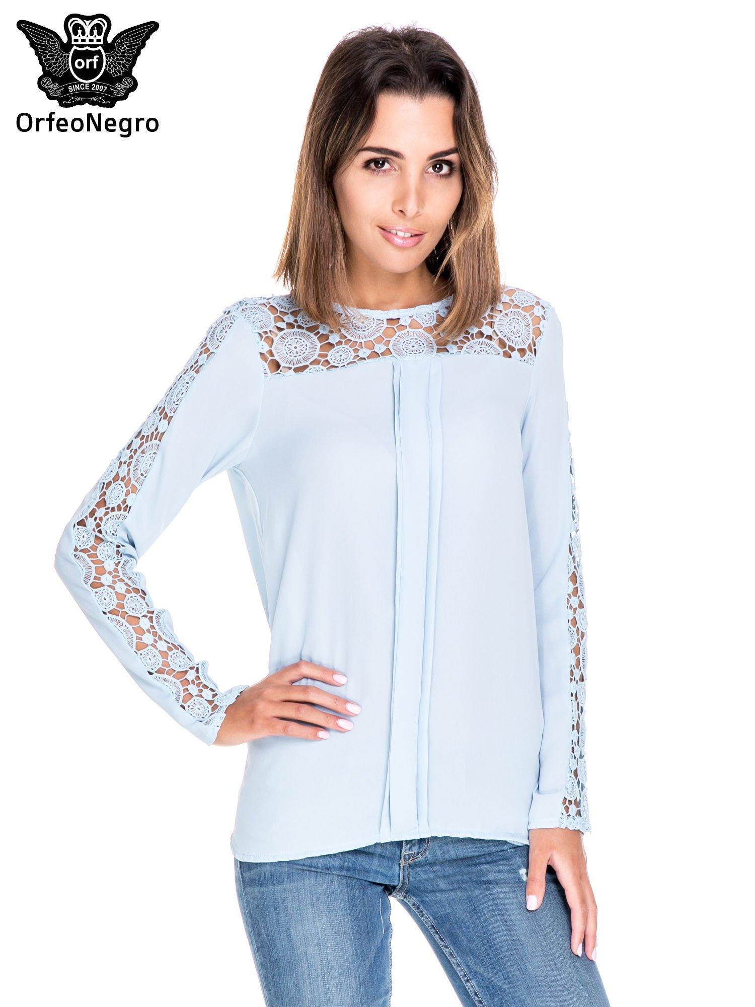 Niebieska koszula z gipiurą                                  zdj.                                  1