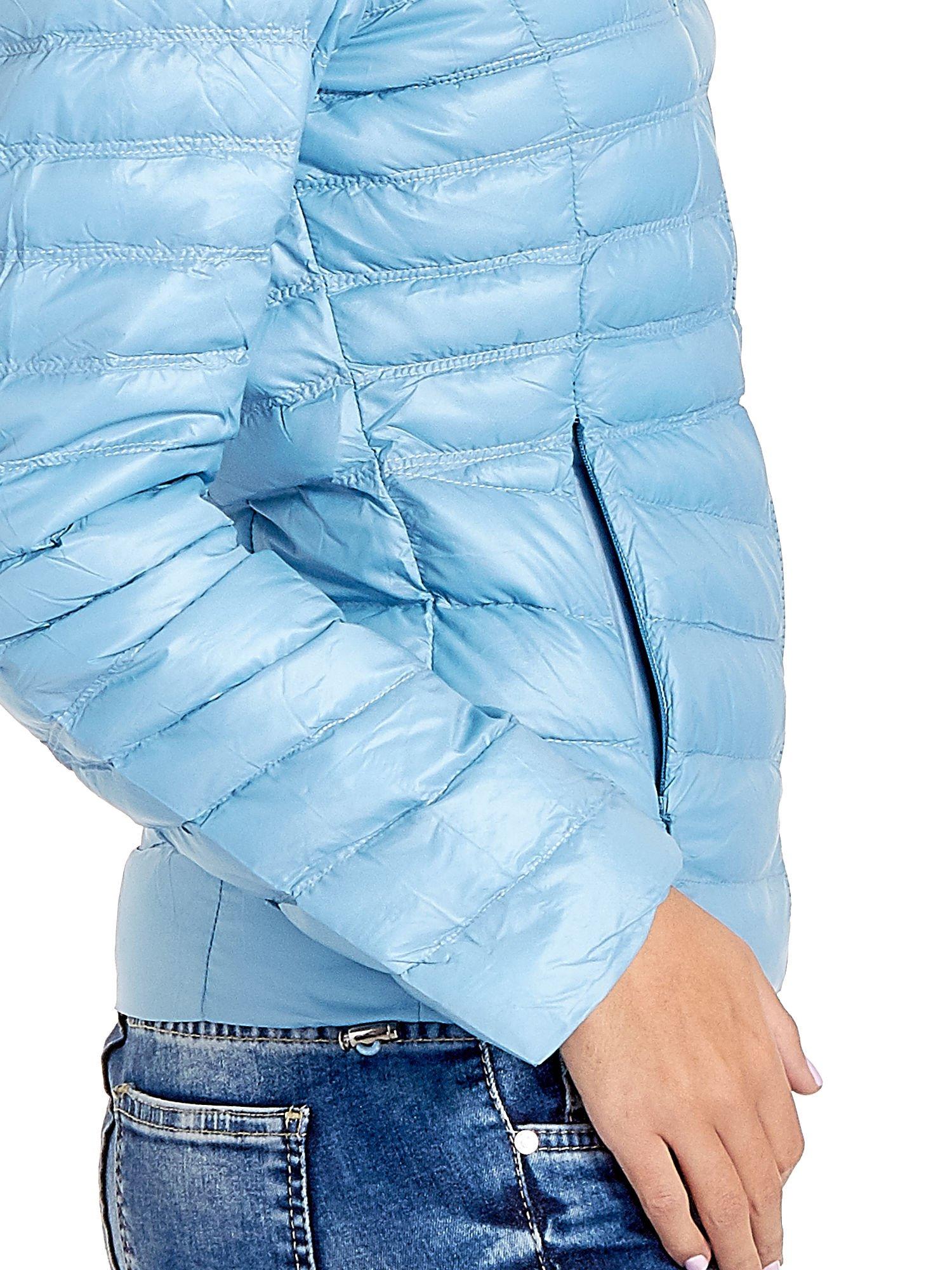 Niebieska lekka kurtka puchowa z kapturem                                  zdj.                                  8