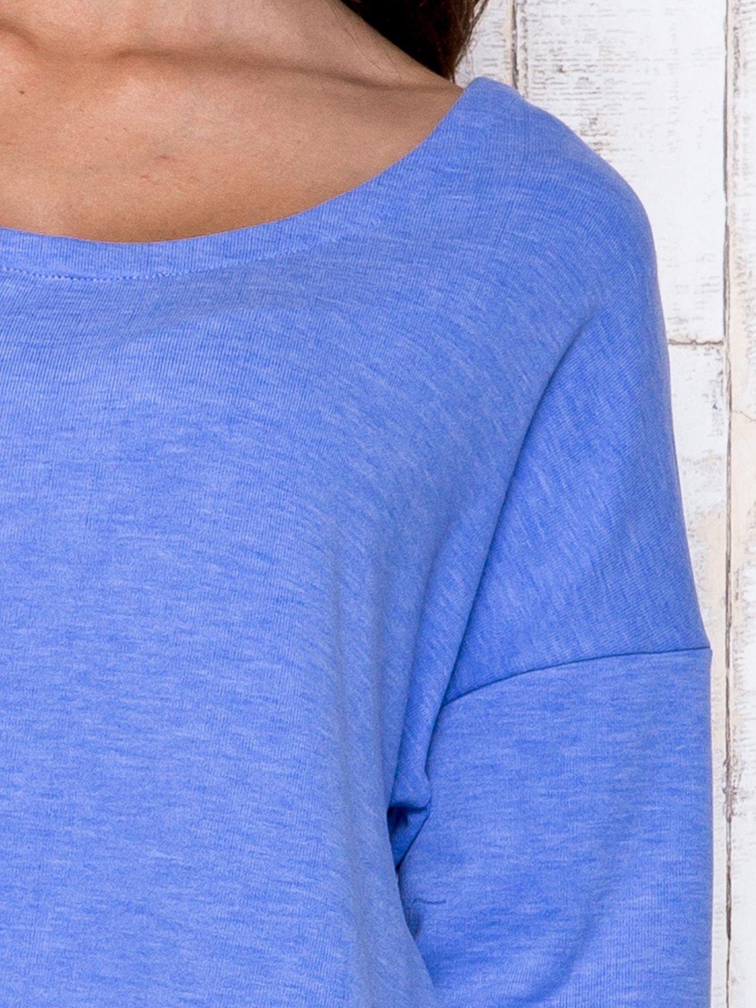 Niebieska melanżowa bluzka z dekoltem na plecach                                  zdj.                                  6
