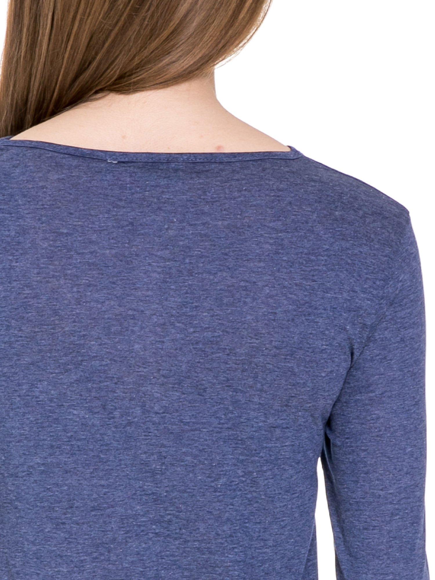 Niebieska melanżowa bluzka z dłuższym tyłem                                  zdj.                                  7