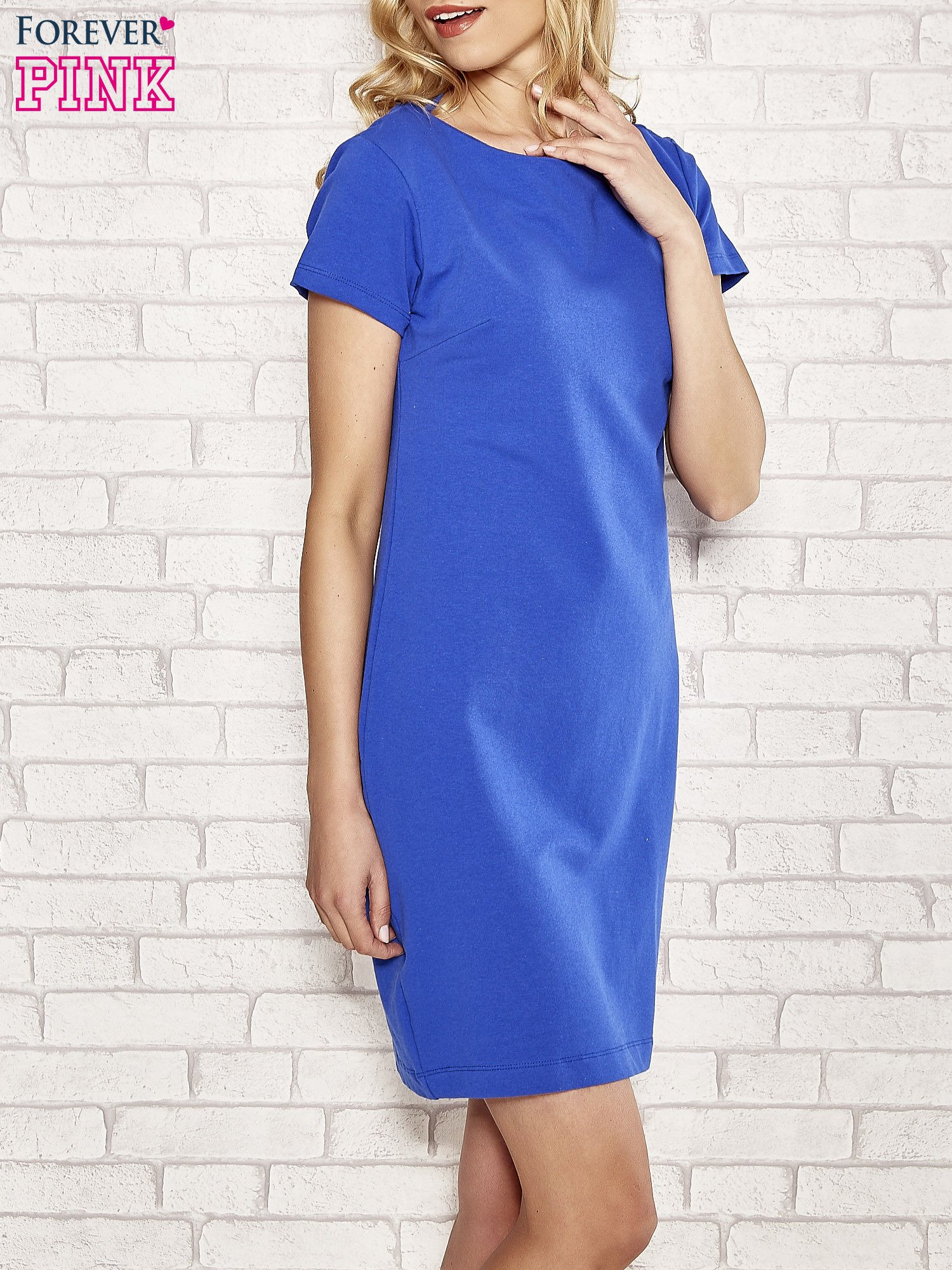 Niebieska sukienka dresowa o prostym kroju                                  zdj.                                  3
