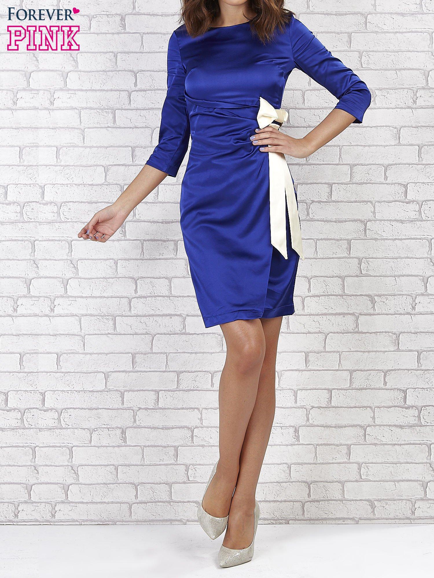 Niebieska sukienka z białą kokardą                                   zdj.                                  1