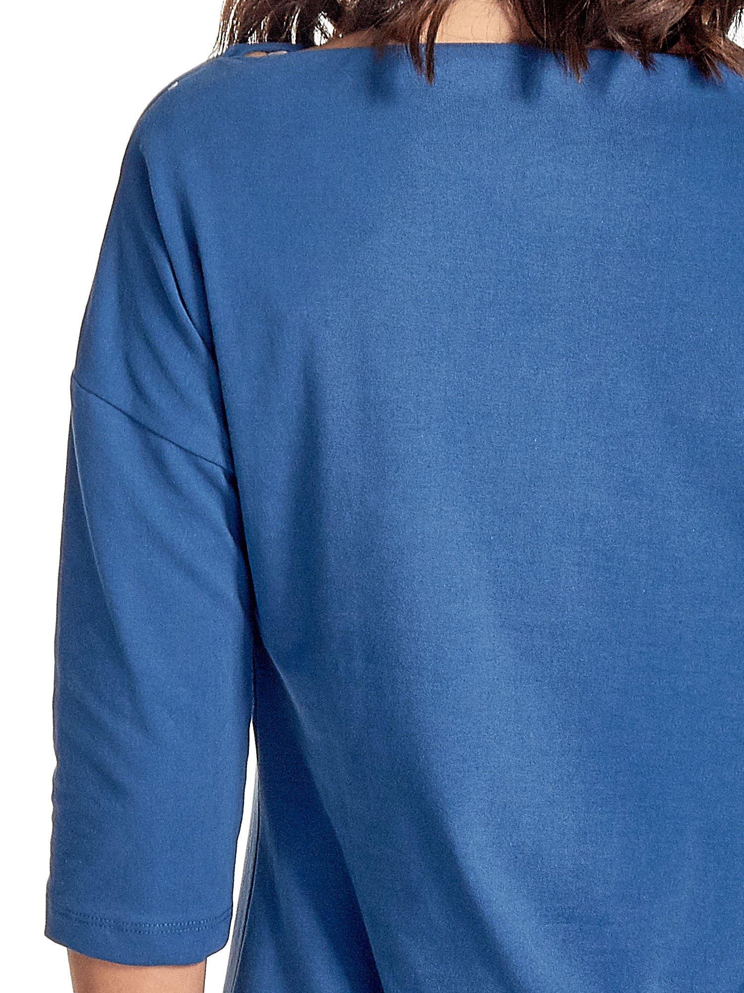 Niebieska sukienka z dekoltem w łódkę                                  zdj.                                  5