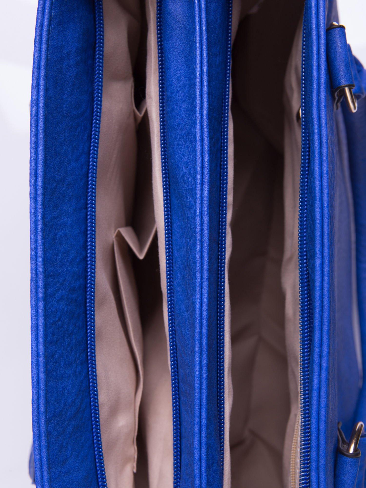 Niebieska torebka ze złotymi okuciami z kryształkami                                  zdj.                                  5