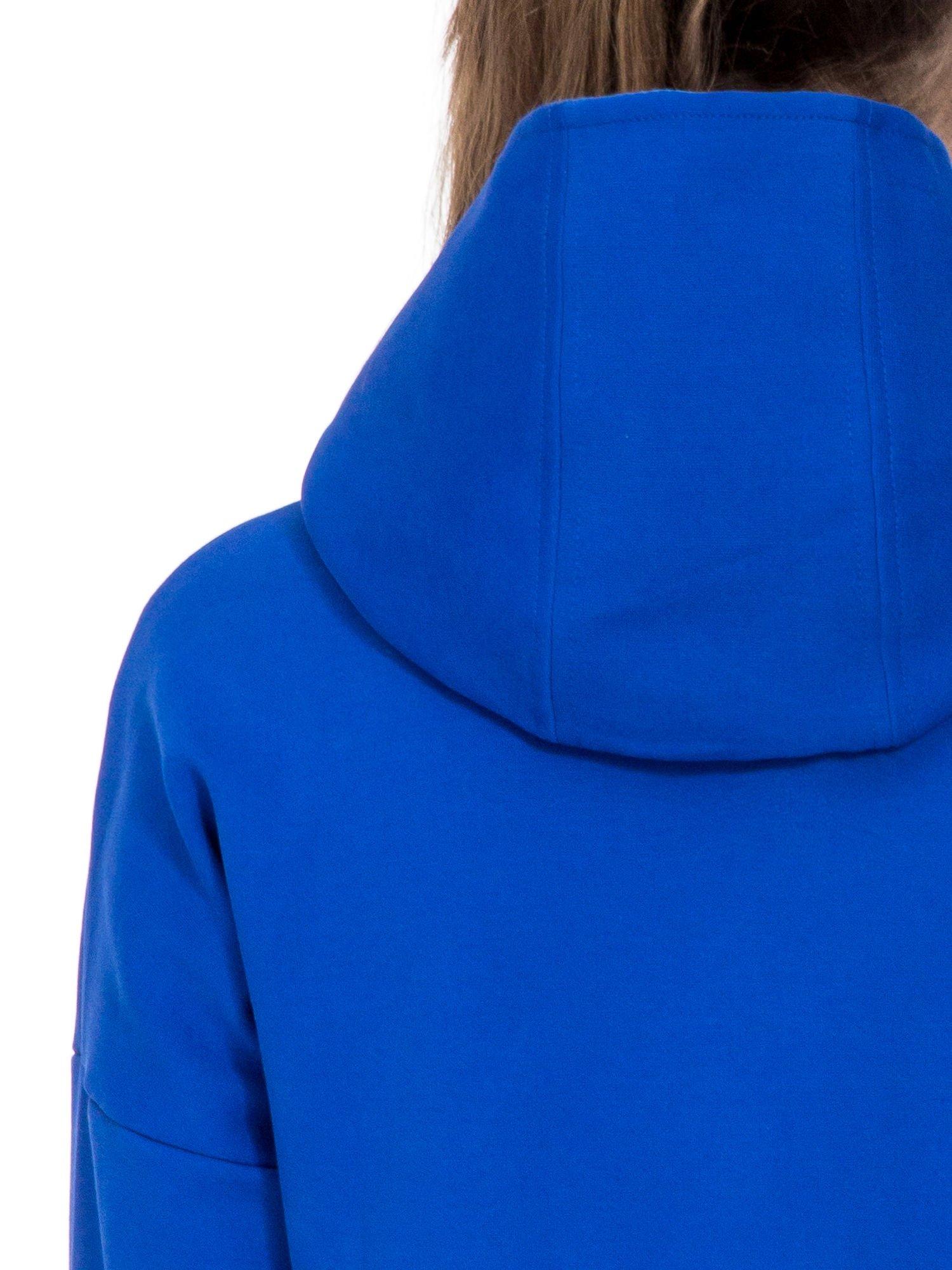 Niebieski dresowy płaszcz oversize z kapturem                                  zdj.                                  7