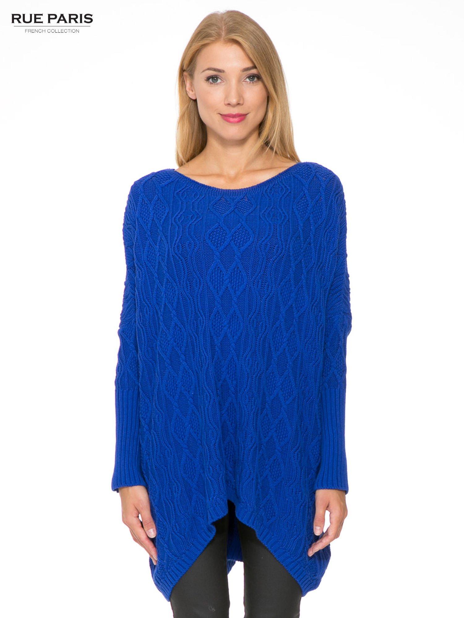 Niebieski dziergany długi sweter o kroju oversize                                  zdj.                                  1