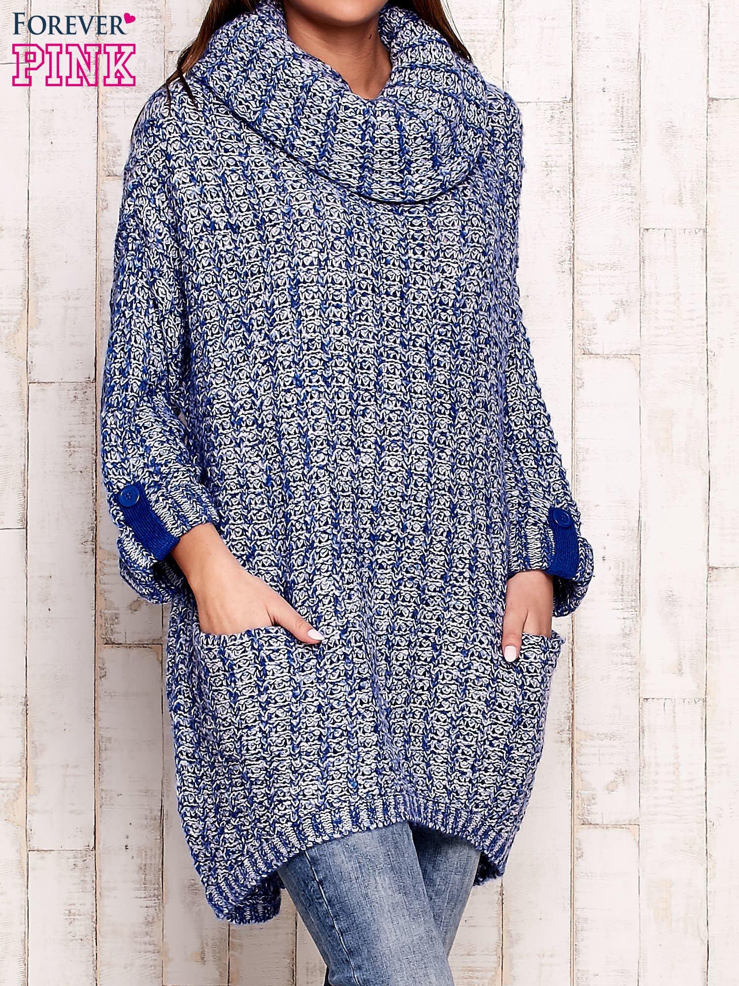 Niebieski melanżowy sweter z szerokim golfem i kieszeniami                                   zdj.                                  3