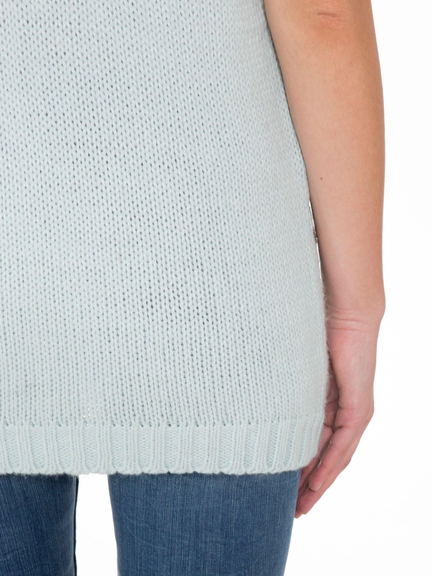 Niebieski patchworkowy sweter z krótkim rękawem                                  zdj.                                  8