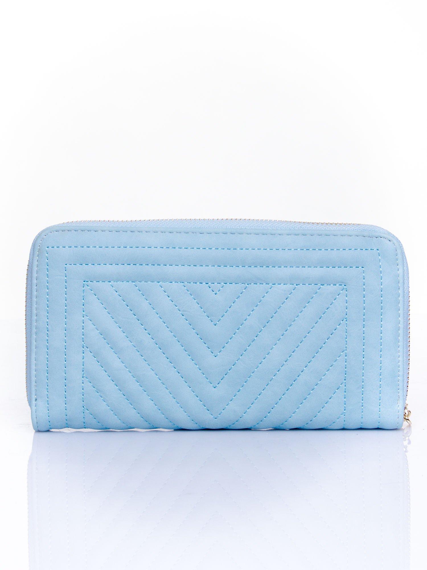Niebieski pikowany portfel z ozdobną klamerką                                  zdj.                                  2