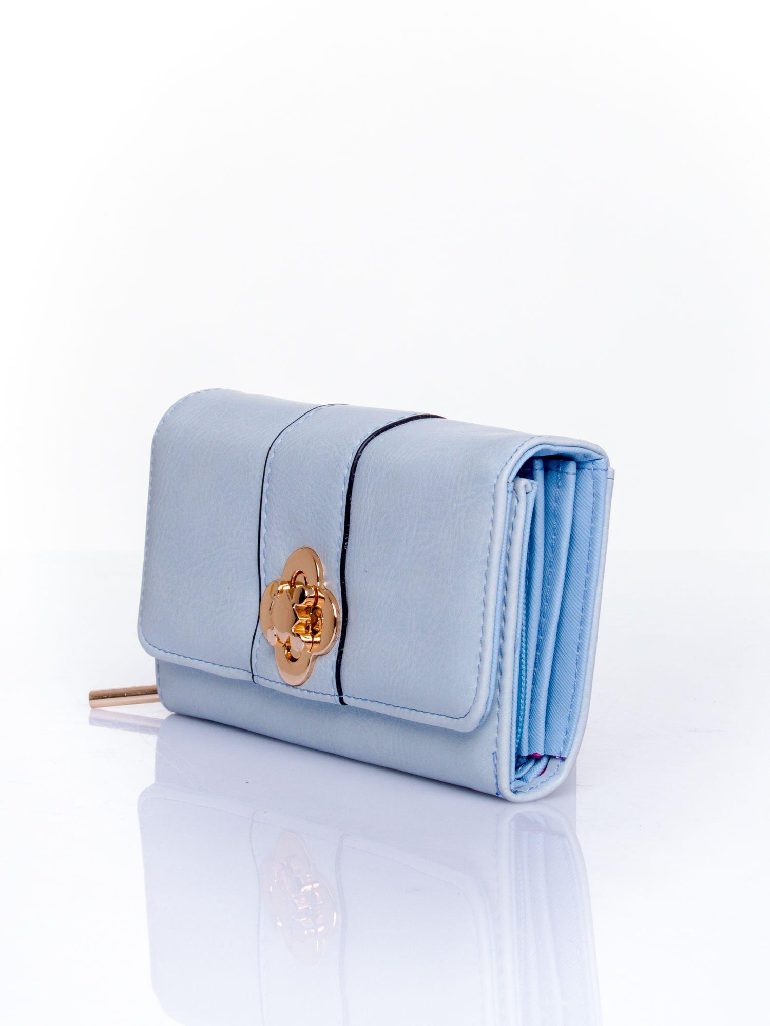 Niebieski portfel z ozdobnym zapięciem                                  zdj.                                  3