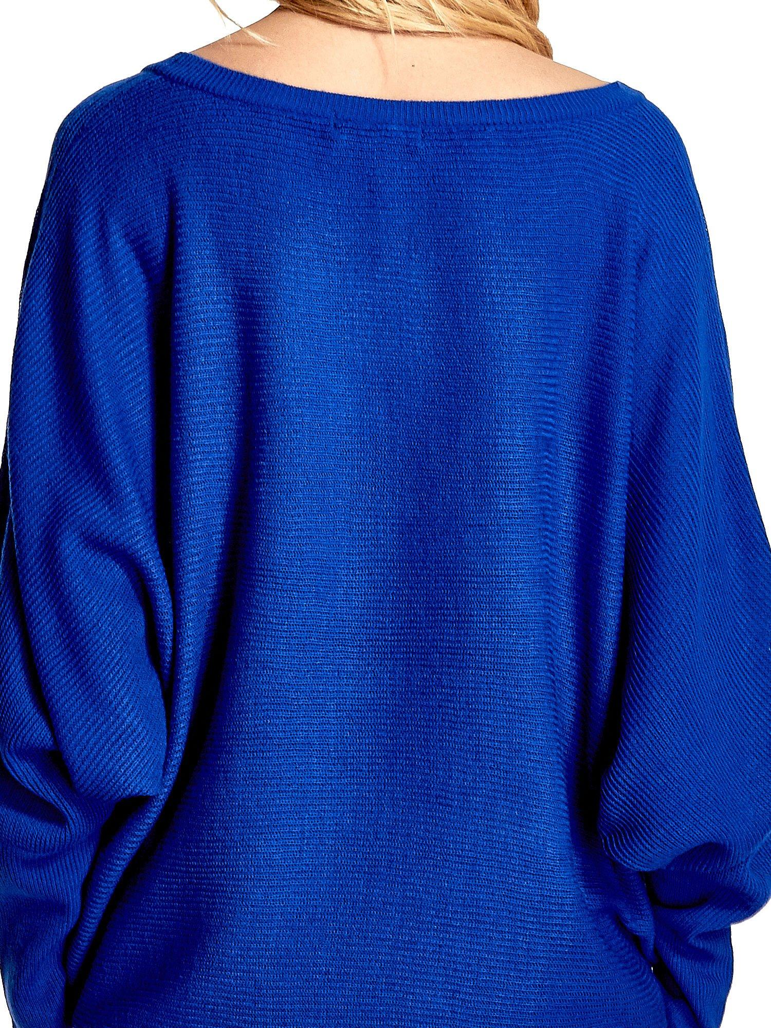 Niebieski sweter z nietoperzowymi rękawami                                  zdj.                                  7