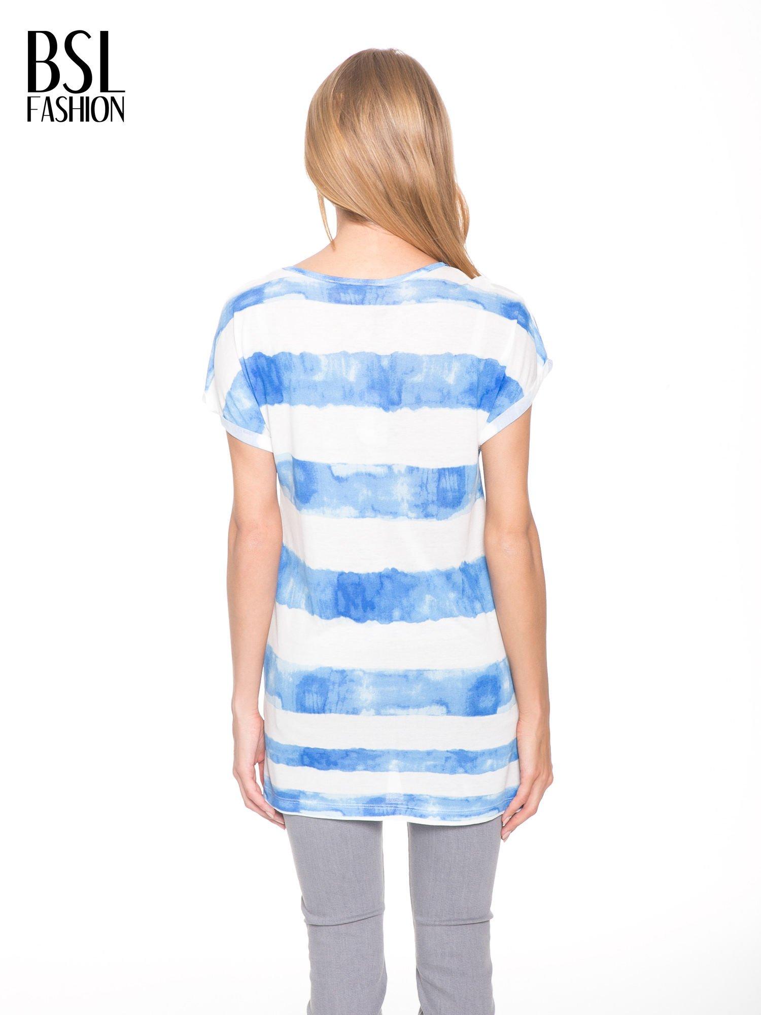 Niebieski t-shirt w paski tie-dye                                  zdj.                                  4