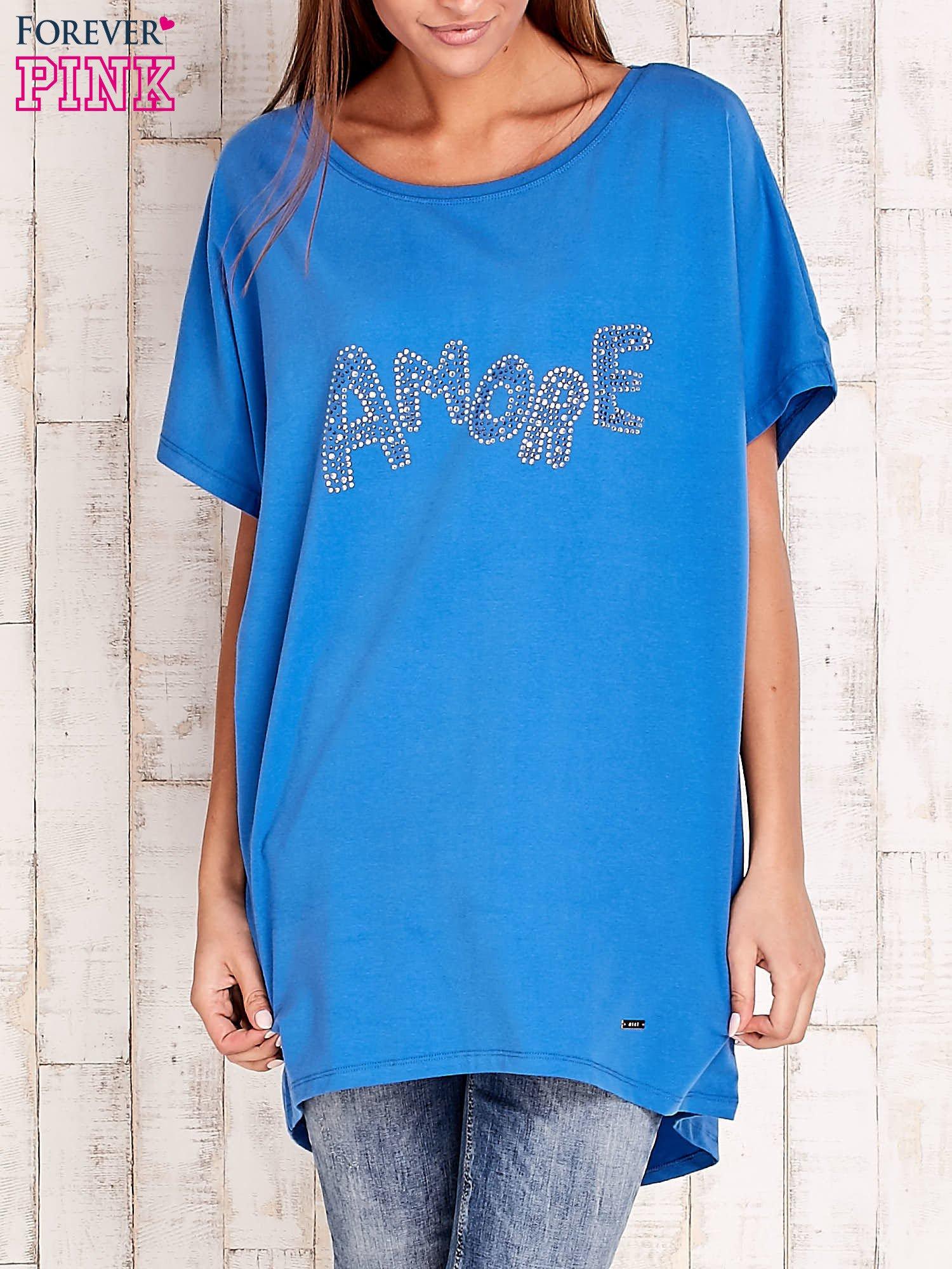 Niebieski t-shirt z biżuteryjnym napisem AMORE                                  zdj.                                  1