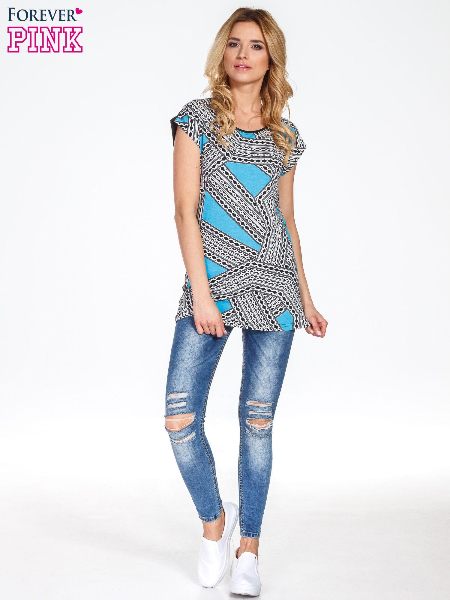 Niebieski t-shirt z geometrycznym nadrukiem                                  zdj.                                  7